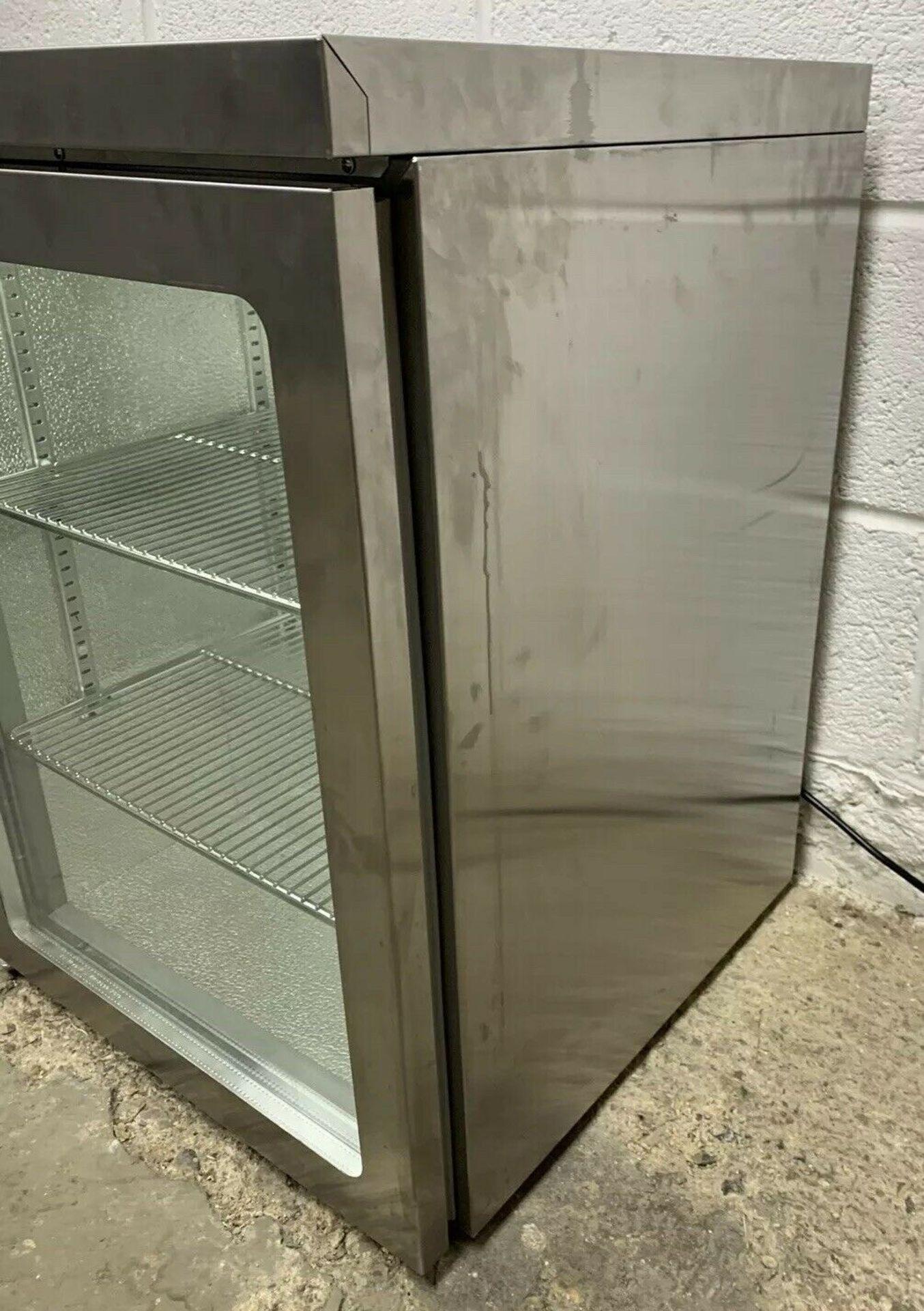 Lot 46 - Osborne MM10E Counter Top Single Door Drinks Display Fridge