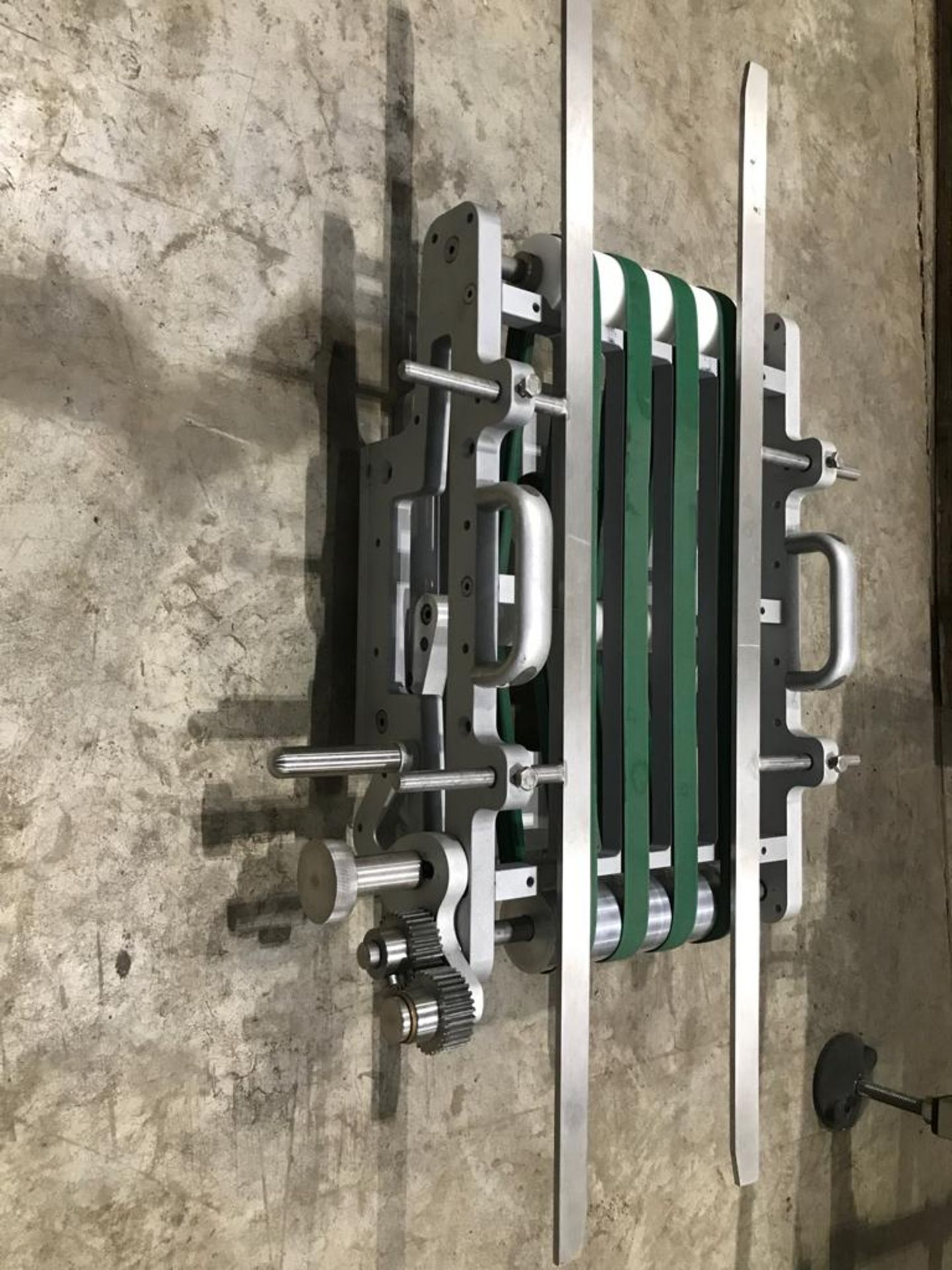 Lot 184 - Small coged conveyor
