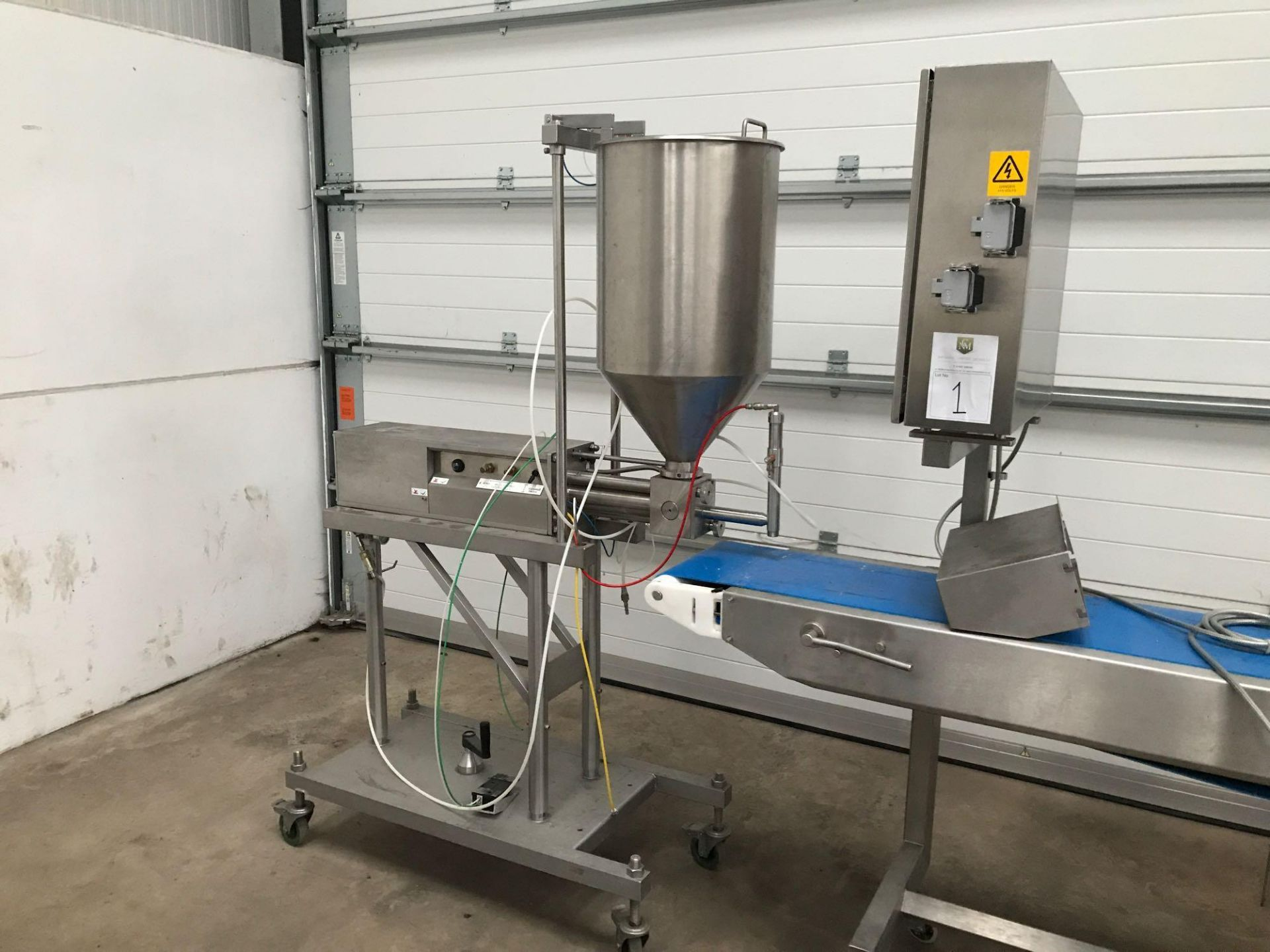 Lot 187 - Sauce distribution machine to include a 4 meter by 0.4 meter conveyor
