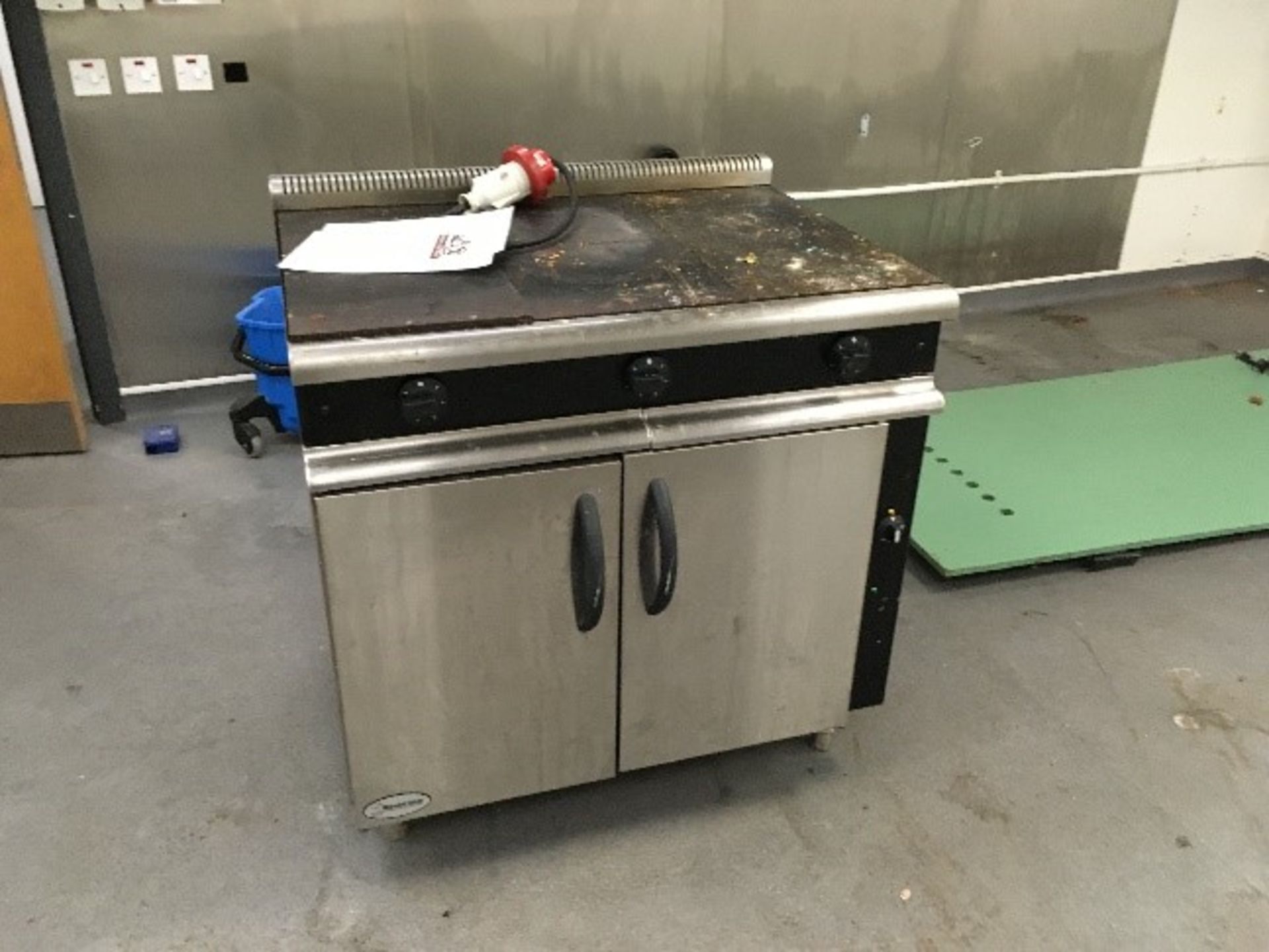 Lot 6 - Electric Oven