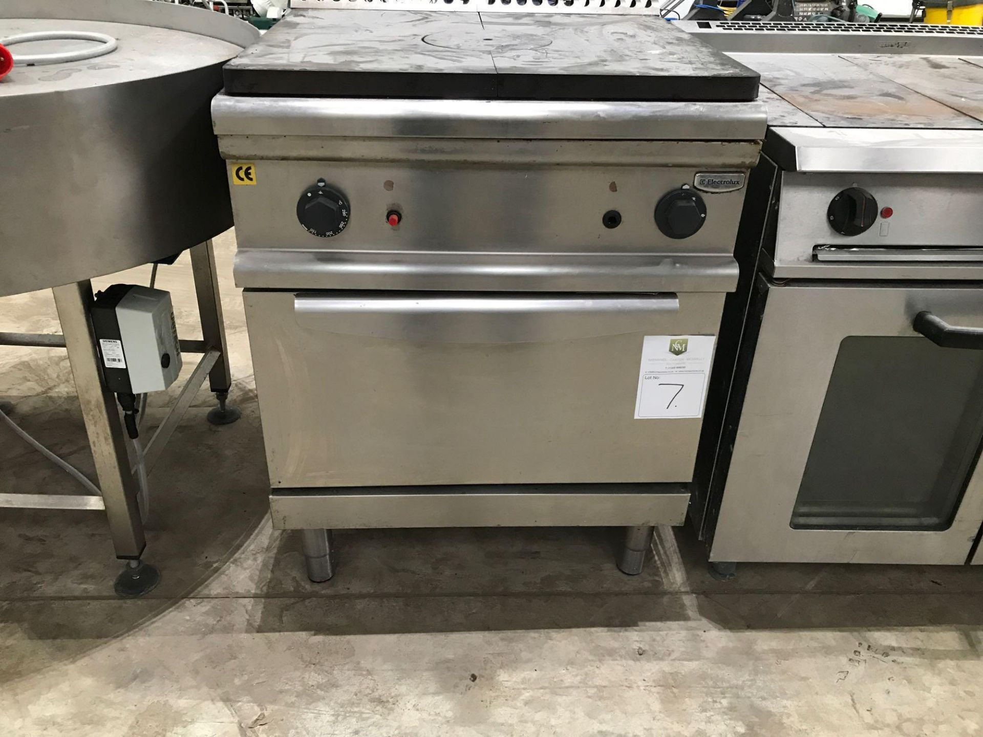 Lot 177 - Electrolux oven and hot plate