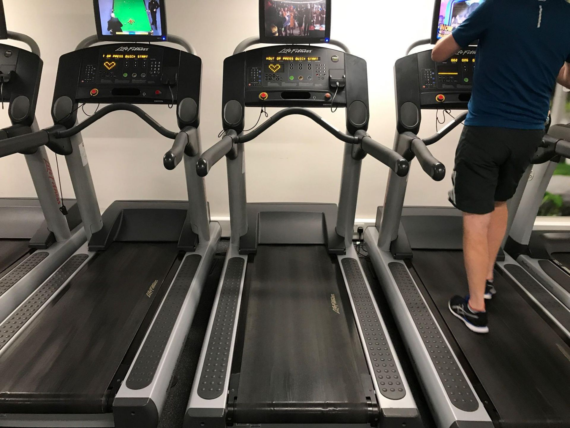 Lot 19 - x1 Life fitness treadmill
