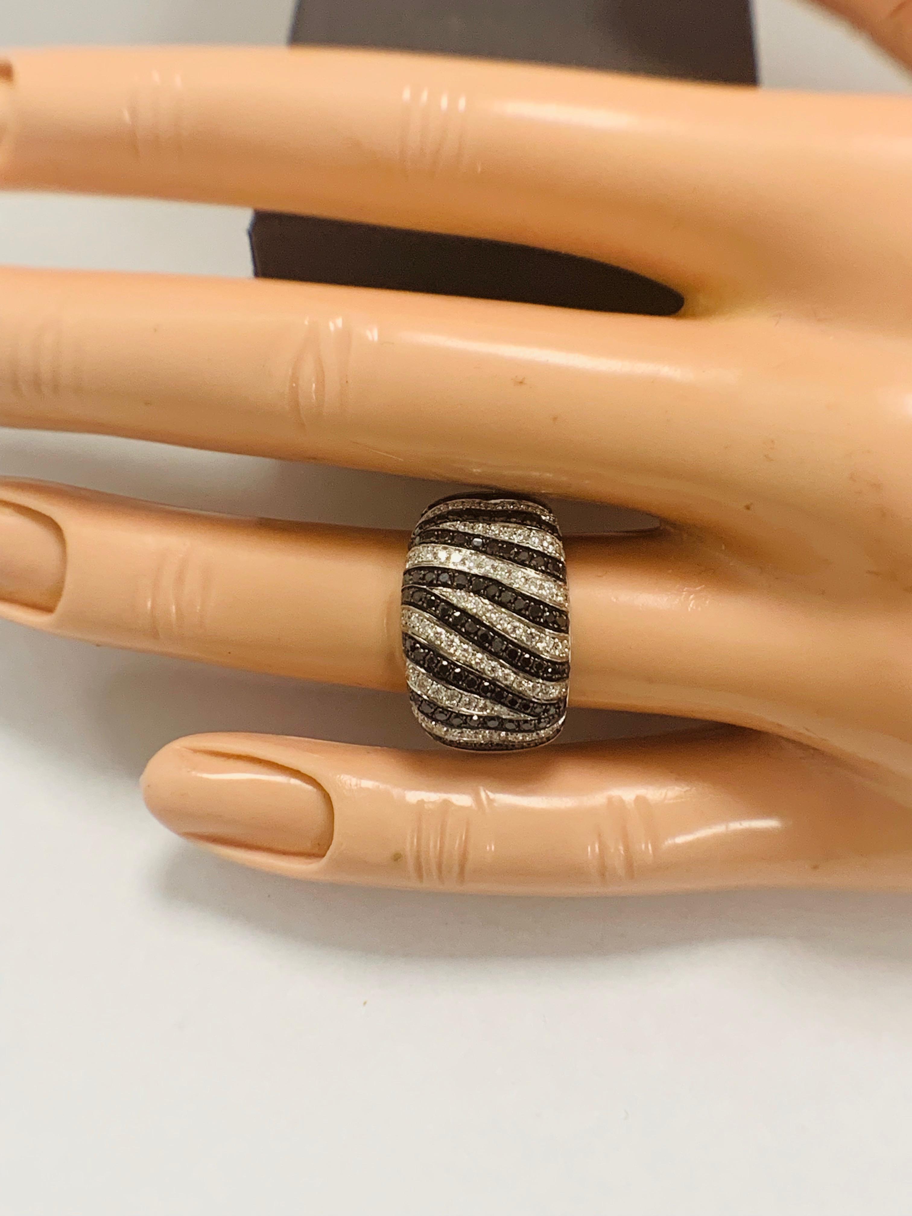 Lot 54 - 18ct White Gold Diamond ring