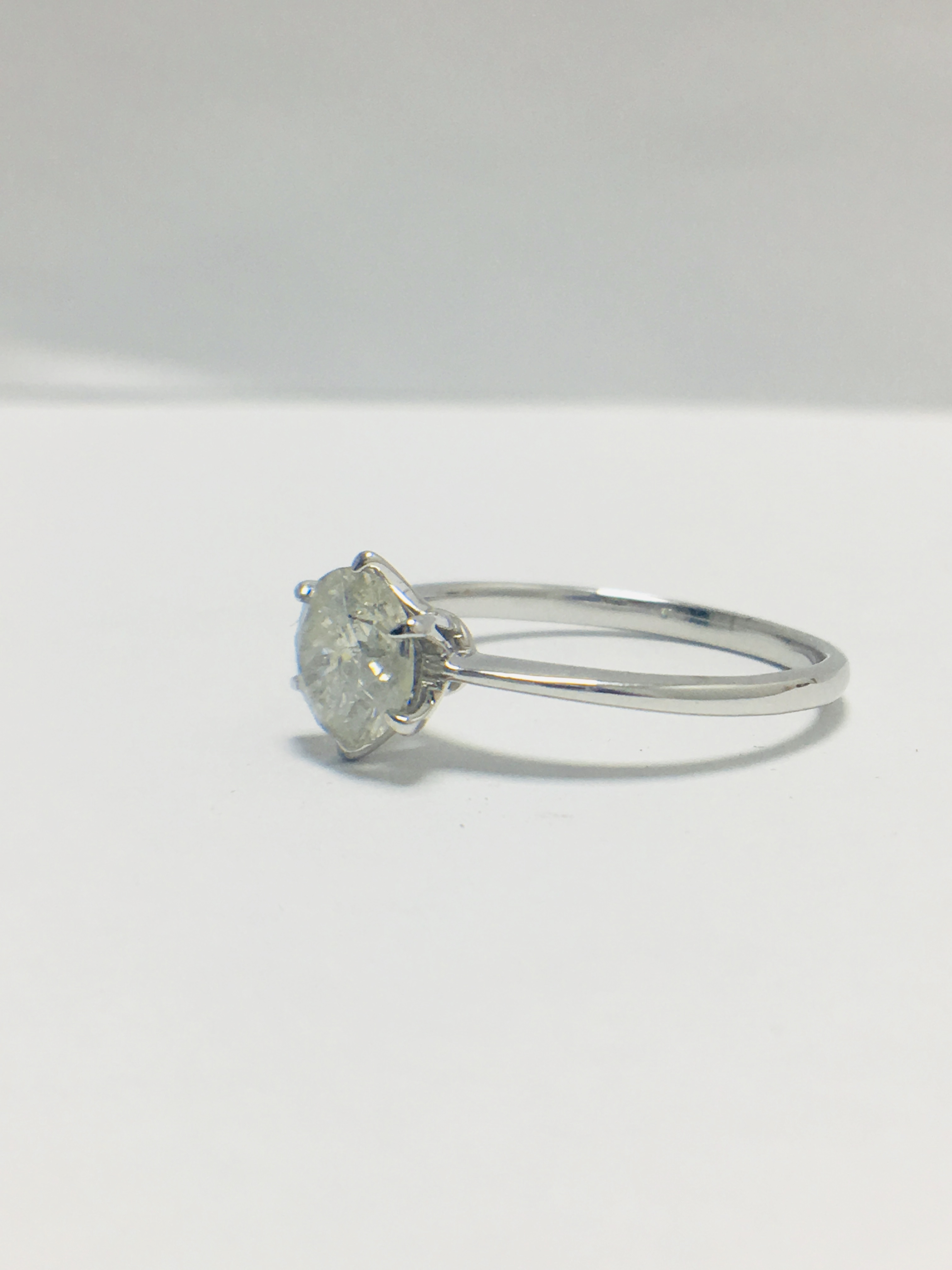 Lot 14 - 1ct platinum Diamond solitaire ring