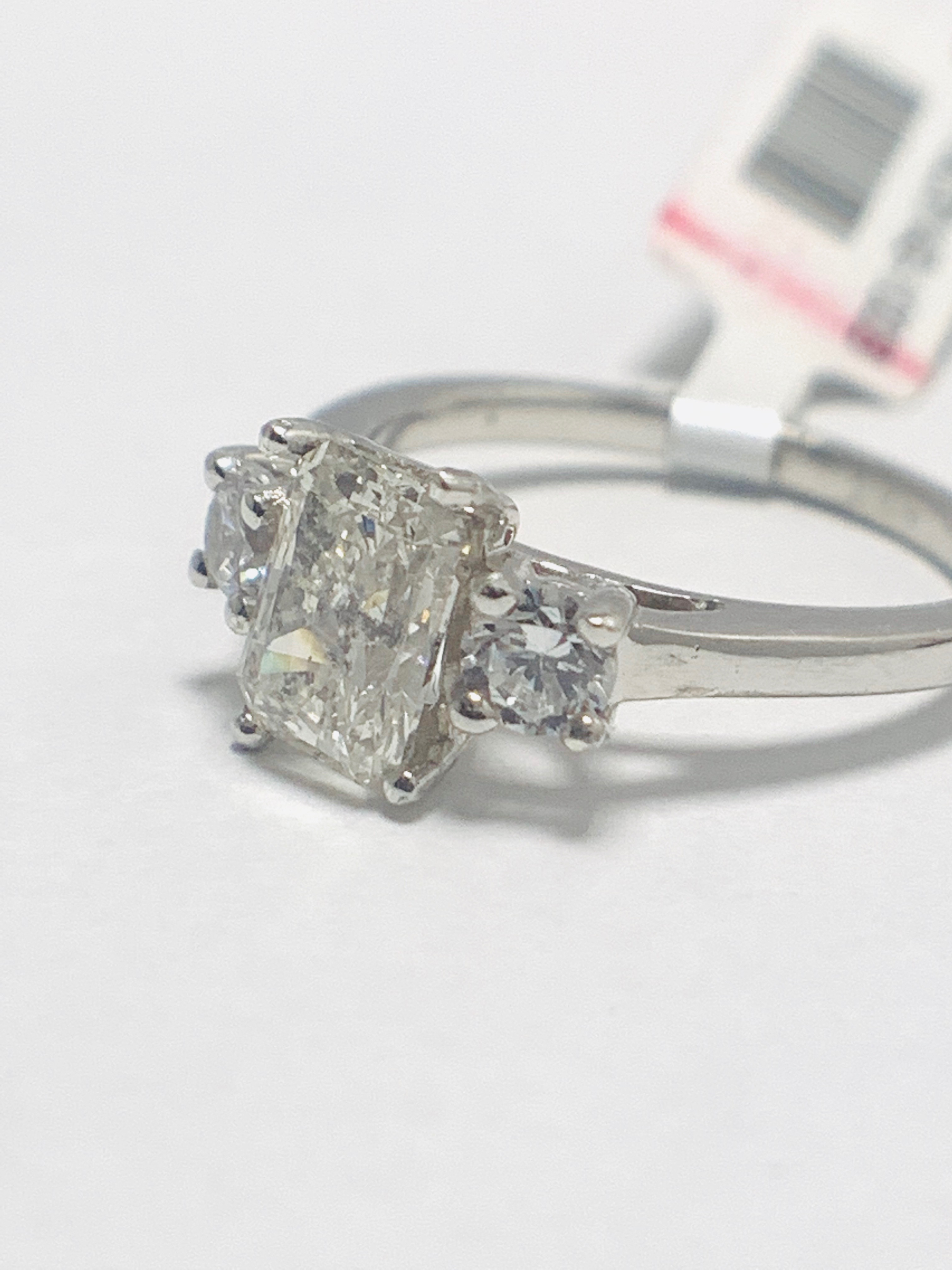 Lot 35 - 1.50ct trilogy platinum diamond ring