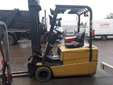 Caterpillar 2 ton 3 wheel Electric Forklift