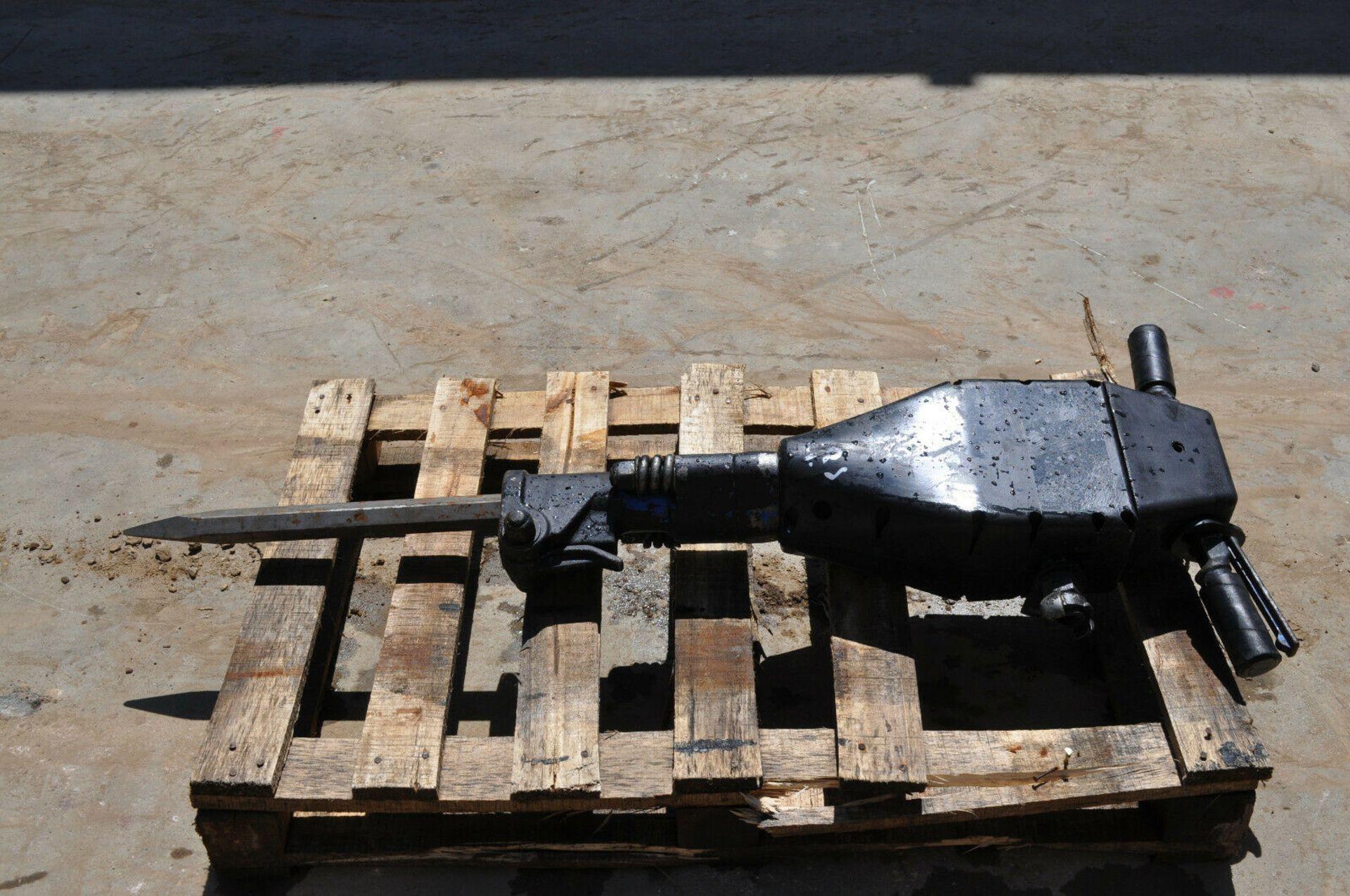 Lot 96 - Sullair MK250 Pneumatic Breaker