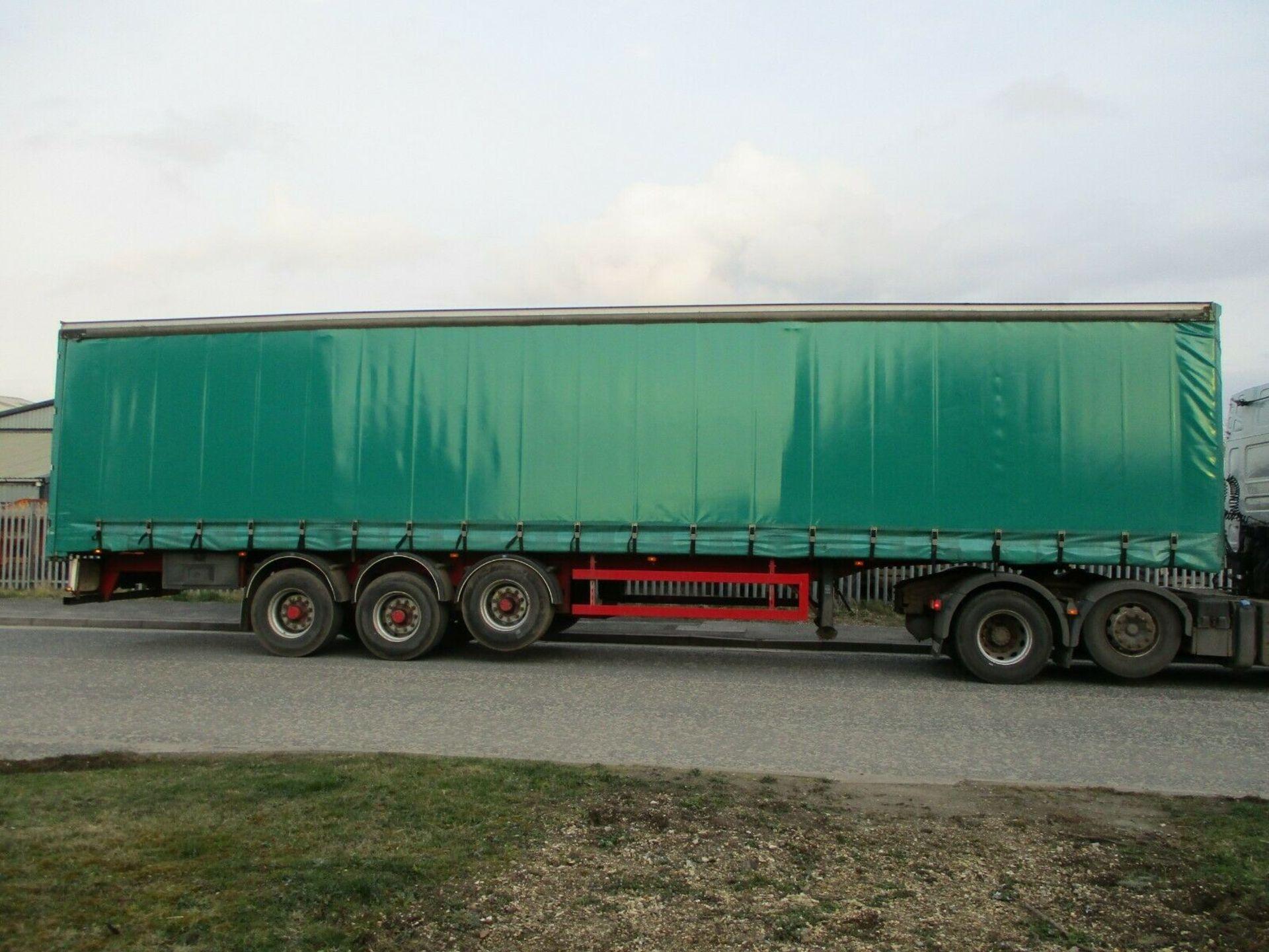 Lot 59 - GT Fruehauf Curtain Side Trailer