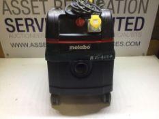 Makita ASR 25 L SC Dust Extraction Unit With 110v Socket (reqs rear wheels & clip)