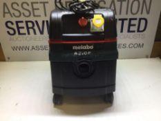 Makita ASR 25 L SC Dust Extraction Unit With 110v Socket (Reqs rear wheels)