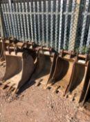 JOB LOT JCB 3X or 8 Tonne 360 Excavator Buckets and Breaker