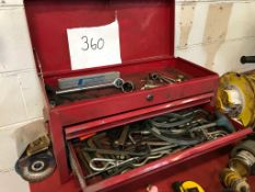 SNAP ON TOOL BOX C.W VARIOUS TOOLS