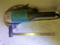 Makita angle grinder - 9069 230dia blade 200W 240V - with diamond cutting blade