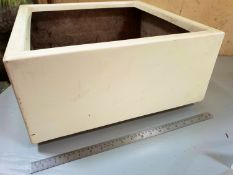 1 Office style cream planter - 45 x 45 x 23cm
