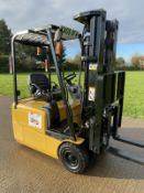 Cat Electric Forklift Container Spec