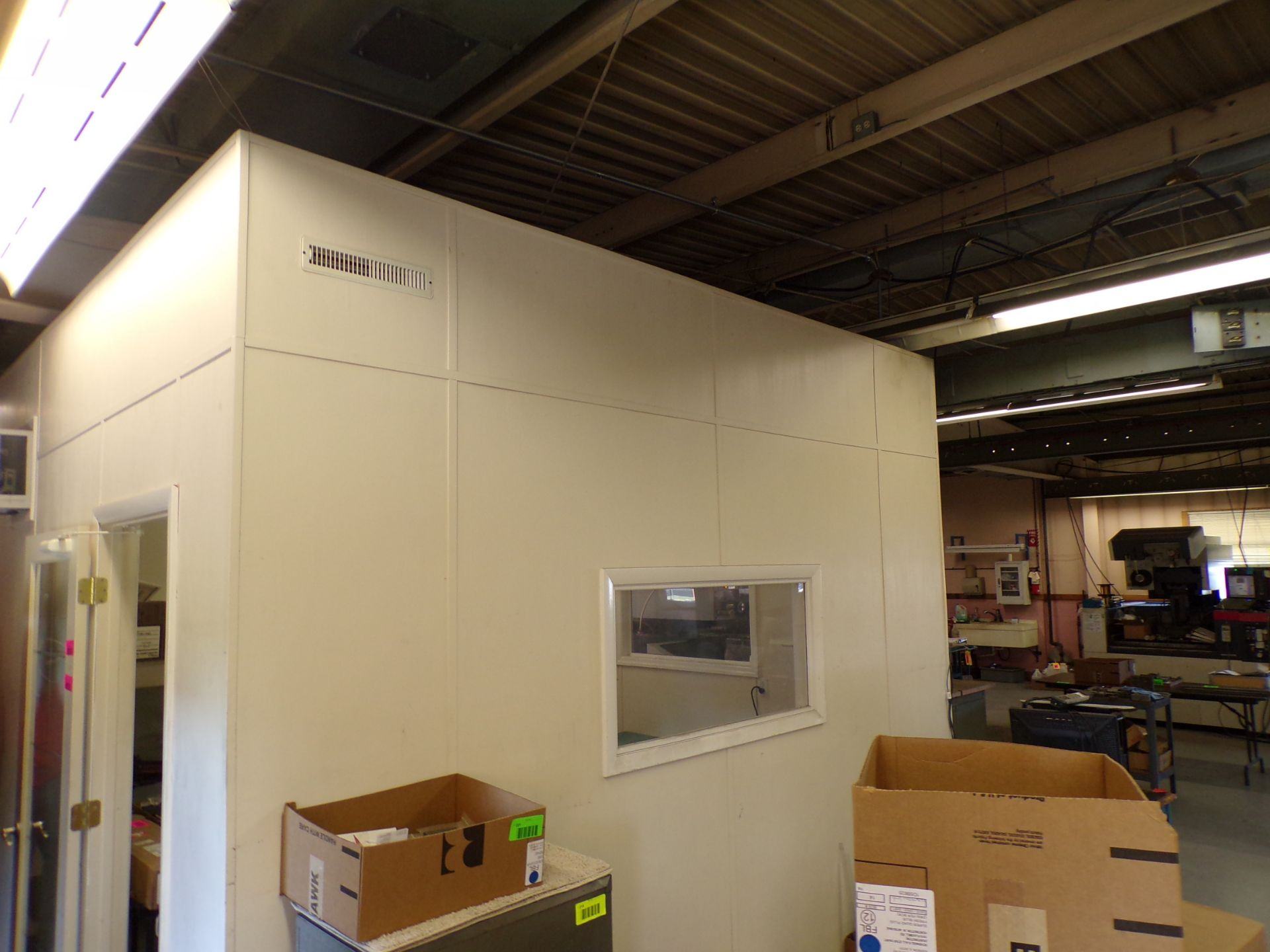 Lot 252 - Portable clean/office rm