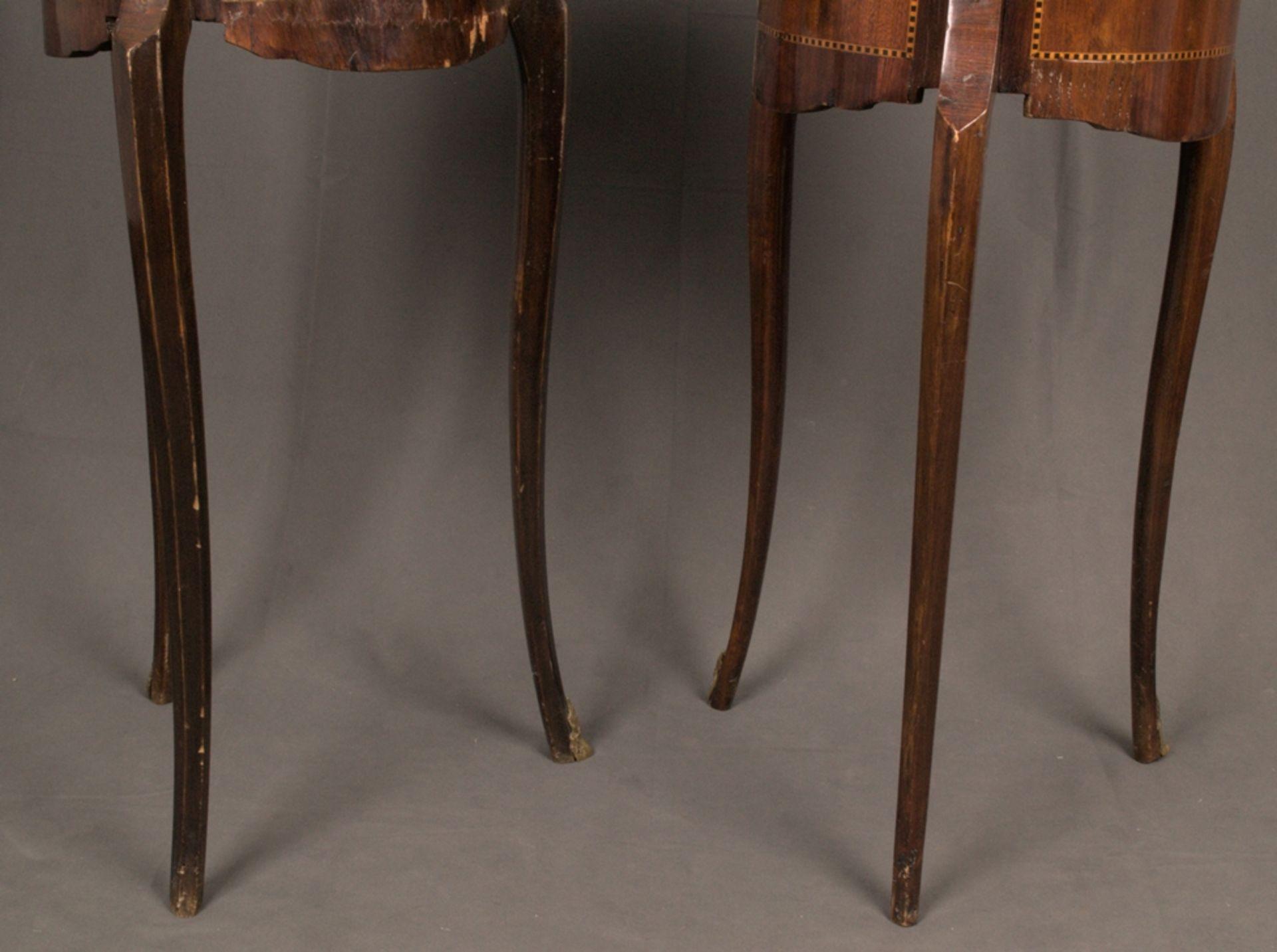 Paar eleganter, dreibeiniger Beistelltische sog. Gueridons, Frankreich 19./20. Jhd. Eintüriger - Bild 17 aus 19