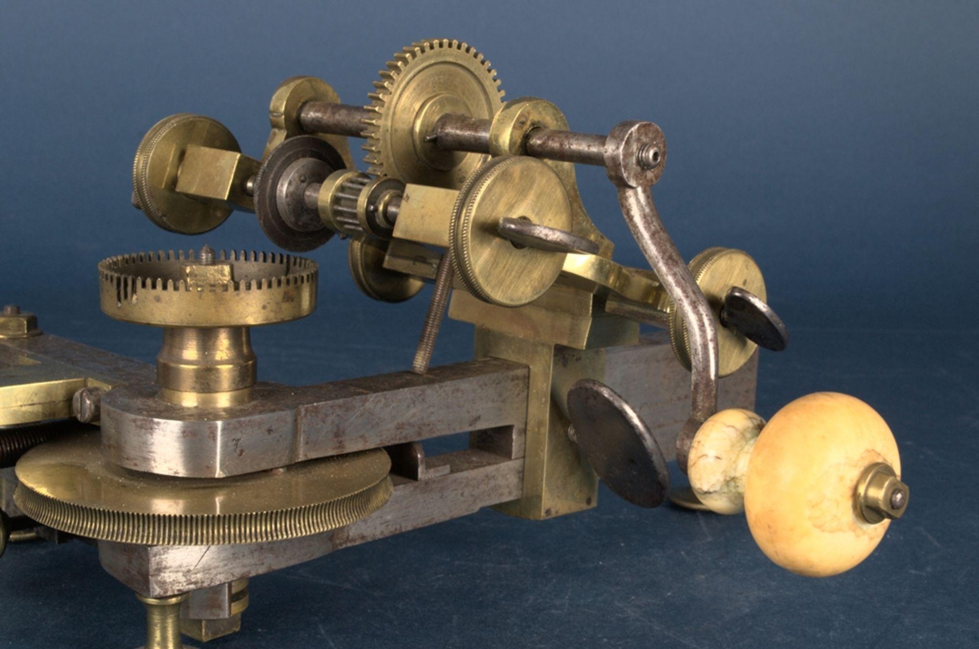 Zahnradfräsmaschine/Zahnräderschneidemaschine, frühes Uhrmacherwerkzeug, deutsch Mitte 18. Jhd., - Bild 13 aus 29