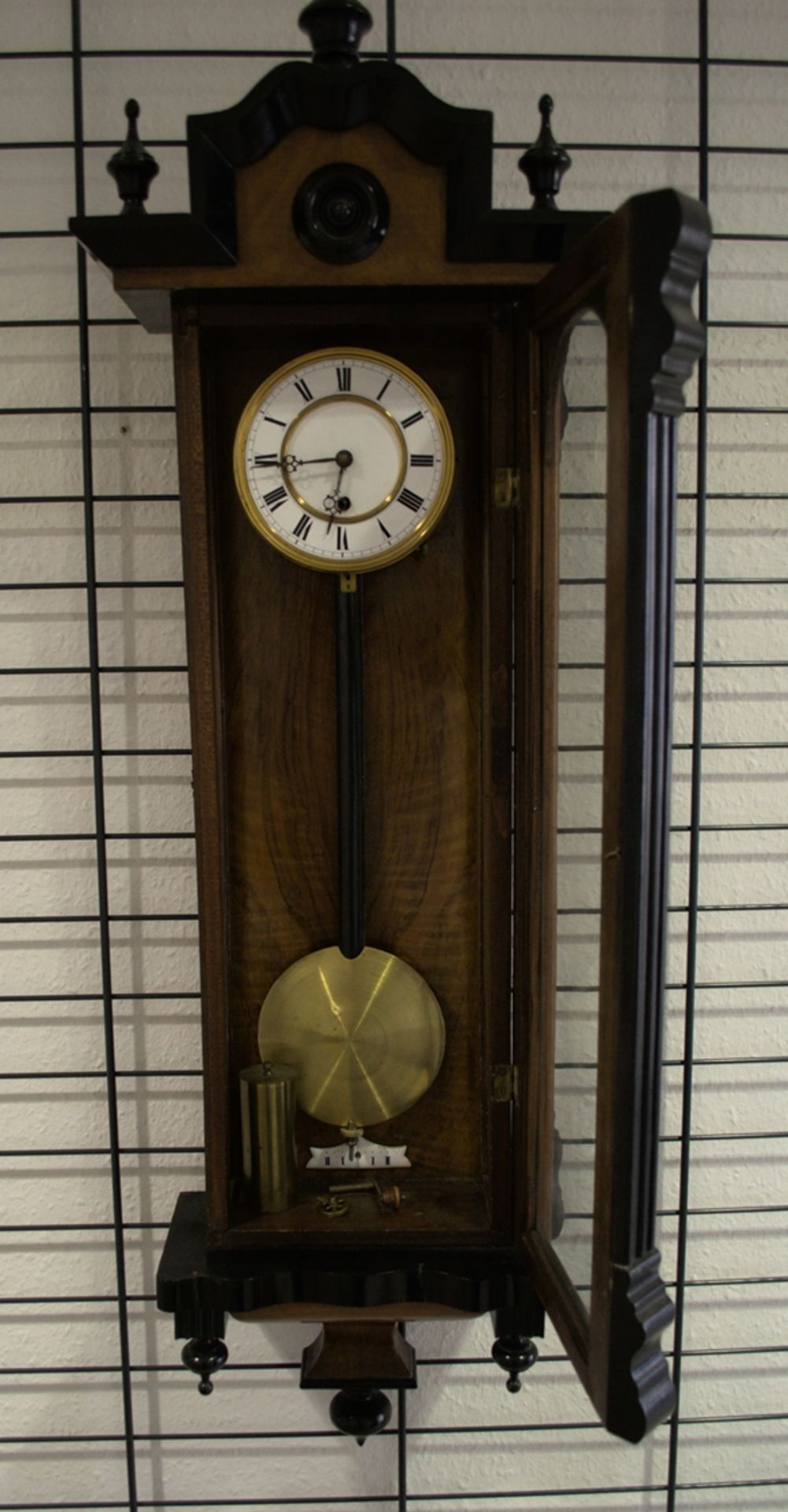 Wandregulator, eingewichtige, mechanische Wanduhr im Nussbaumgehäuse. Werk ungeprüft. Höhe ca. 95 - Bild 18 aus 19