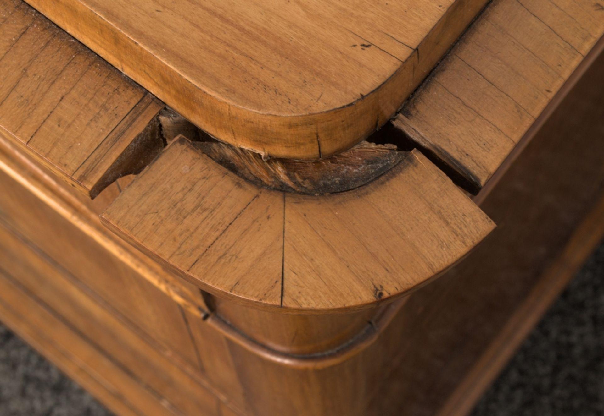 Wäschekommode. Biedermeier um 1835. Kirschbaum massiv & furniert, die 4 Schubladen-Fronten mit - Bild 17 aus 18