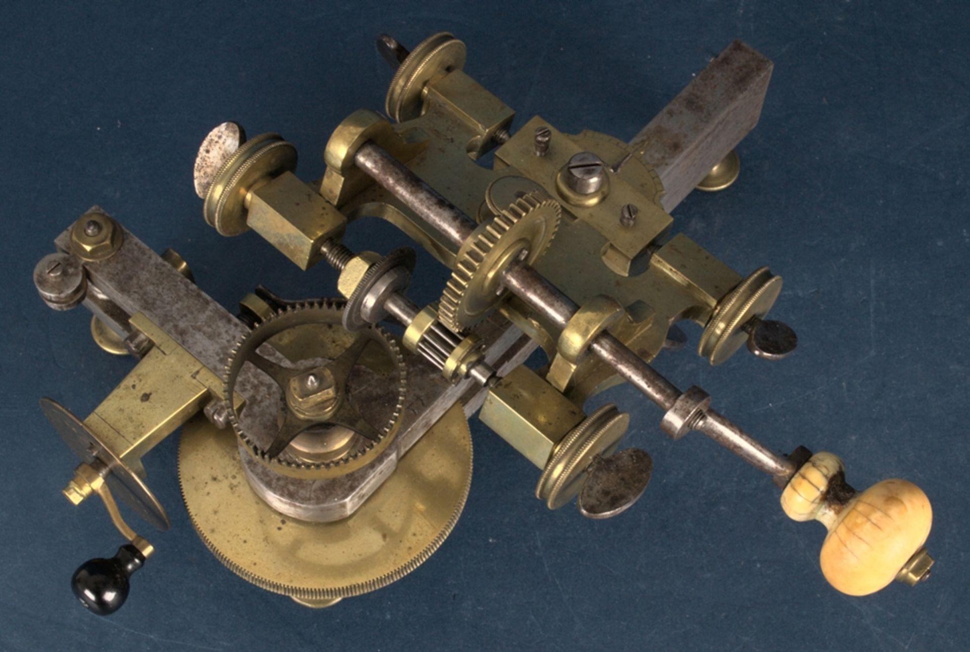 Zahnradfräsmaschine/Zahnräderschneidemaschine, frühes Uhrmacherwerkzeug, deutsch Mitte 18. Jhd., - Bild 25 aus 29