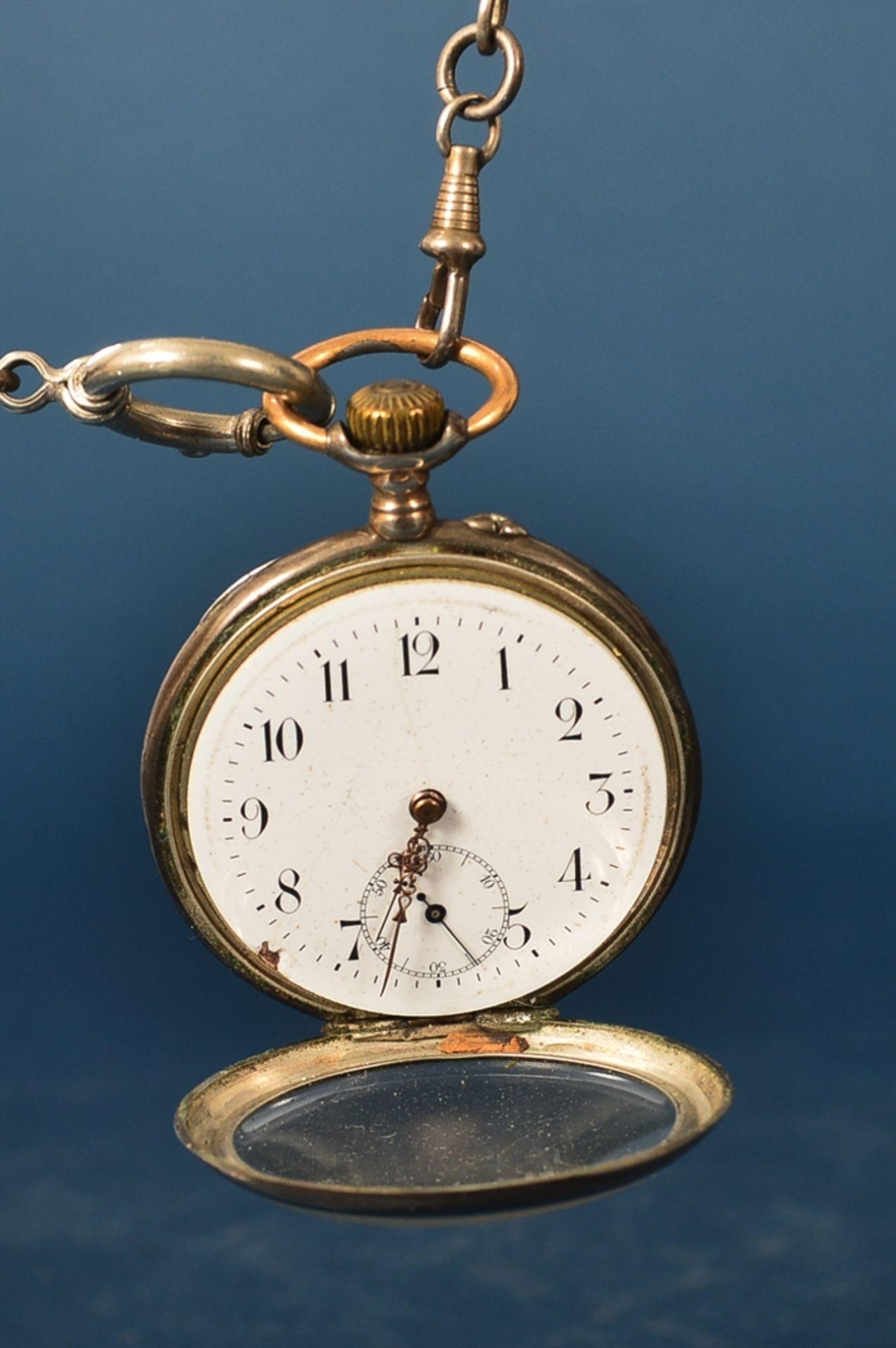 Silberne Taschenuhr an Uhrenkette (Länge ca. 27 cm), beides 800er Silber, ungeprüft (Durchmesser der - Bild 2 aus 7