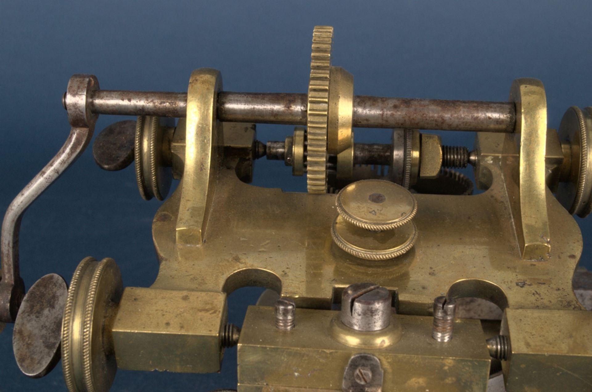 Zahnradfräsmaschine/Zahnräderschneidemaschine, frühes Uhrmacherwerkzeug, deutsch Mitte 18. Jhd., - Bild 6 aus 29