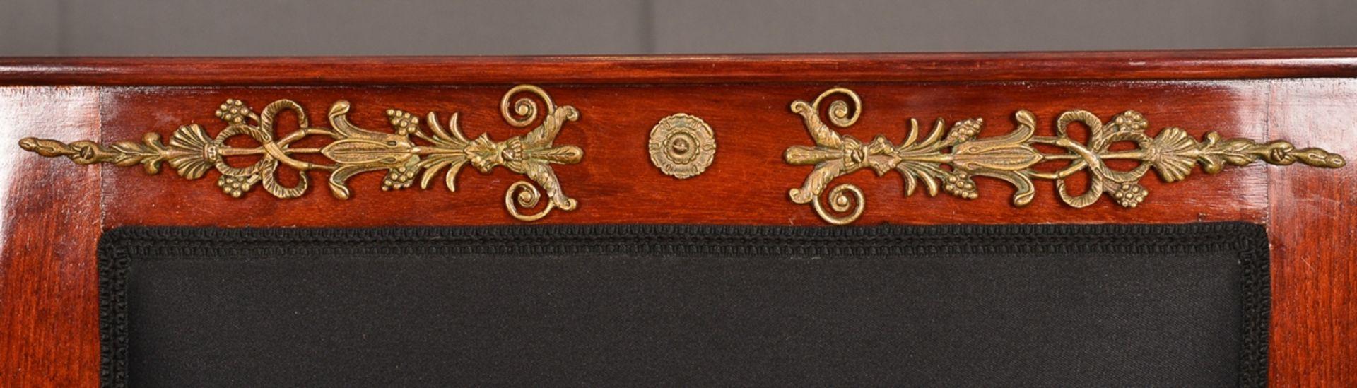 Paar Armlehnstühle. Empire-Stil, Mahagoni, aufwändig mit Messingapplikationen verziert. Vor - Bild 3 aus 9