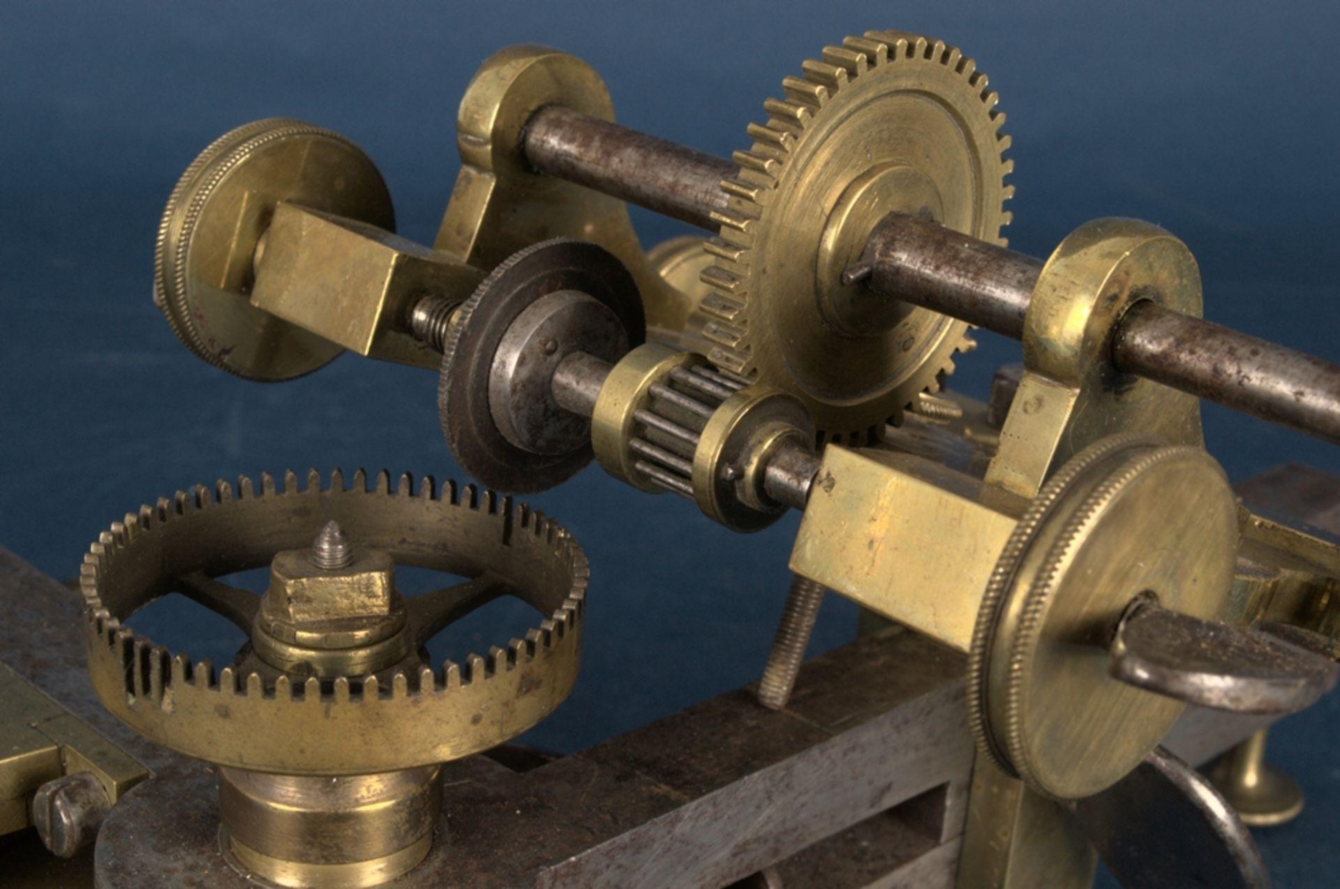 Zahnradfräsmaschine/Zahnräderschneidemaschine, frühes Uhrmacherwerkzeug, deutsch Mitte 18. Jhd., - Bild 12 aus 29
