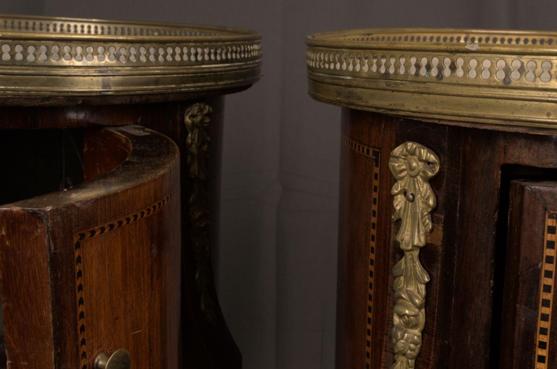 Paar eleganter, dreibeiniger Beistelltische sog. Gueridons, Frankreich 19./20. Jhd. Eintüriger - Bild 11 aus 19