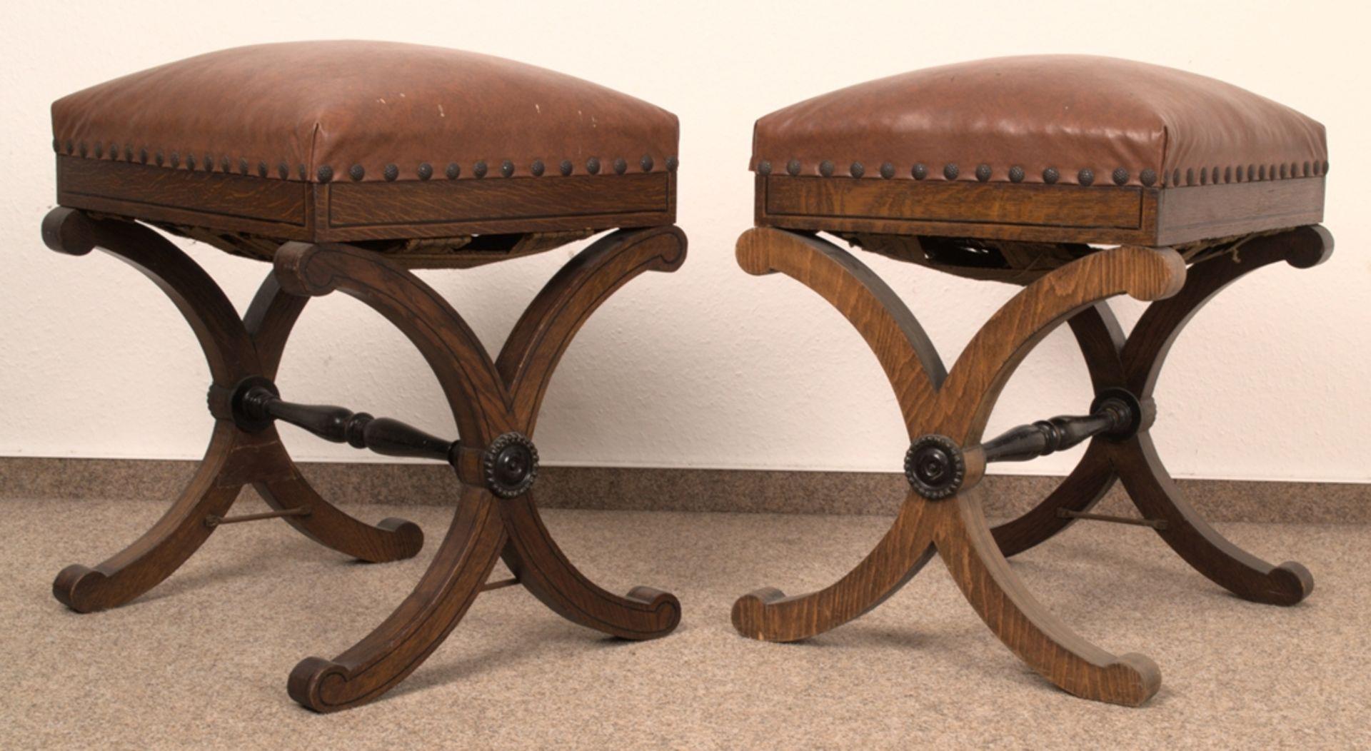 Paar Polsterhocker im Empirestil/Biedermeier-Stil um 1900/20. Eiche massiv & furniert, teilweise mit