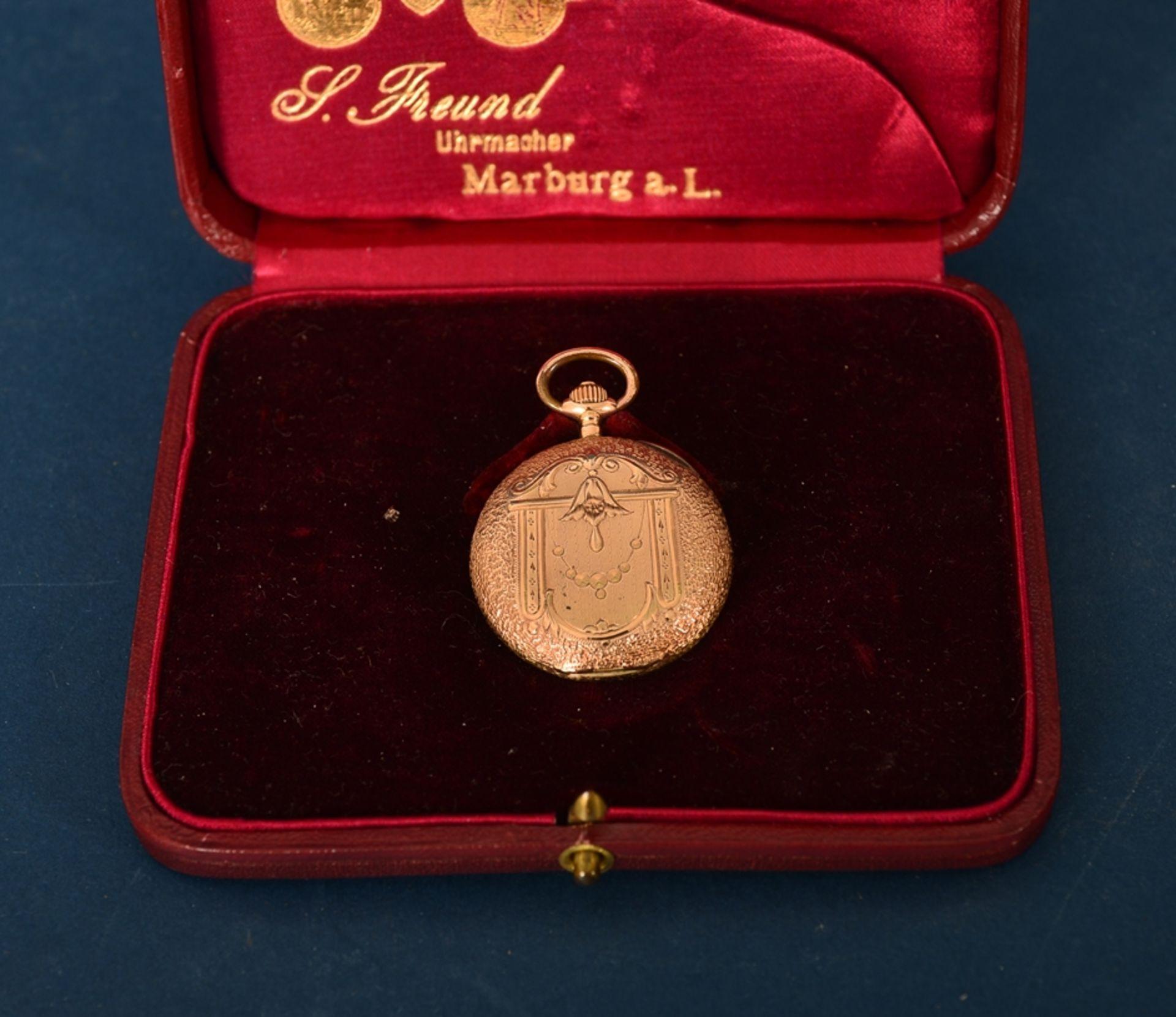 """585er Damen-Taschenuhr im Geschenketui des """"Uhrmacher S. Freund aus Marburg an der Lahn"""". Vorderer - Bild 5 aus 6"""