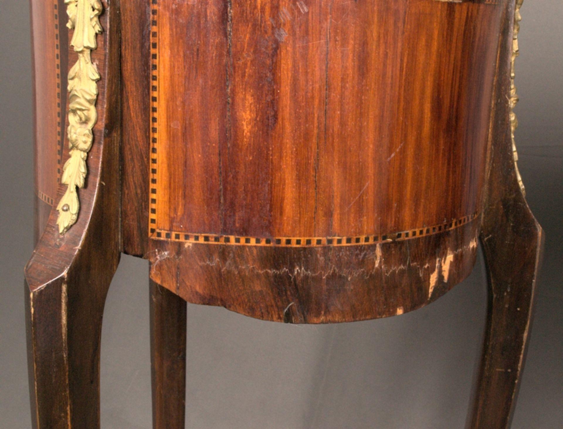 Paar eleganter, dreibeiniger Beistelltische sog. Gueridons, Frankreich 19./20. Jhd. Eintüriger - Bild 19 aus 19