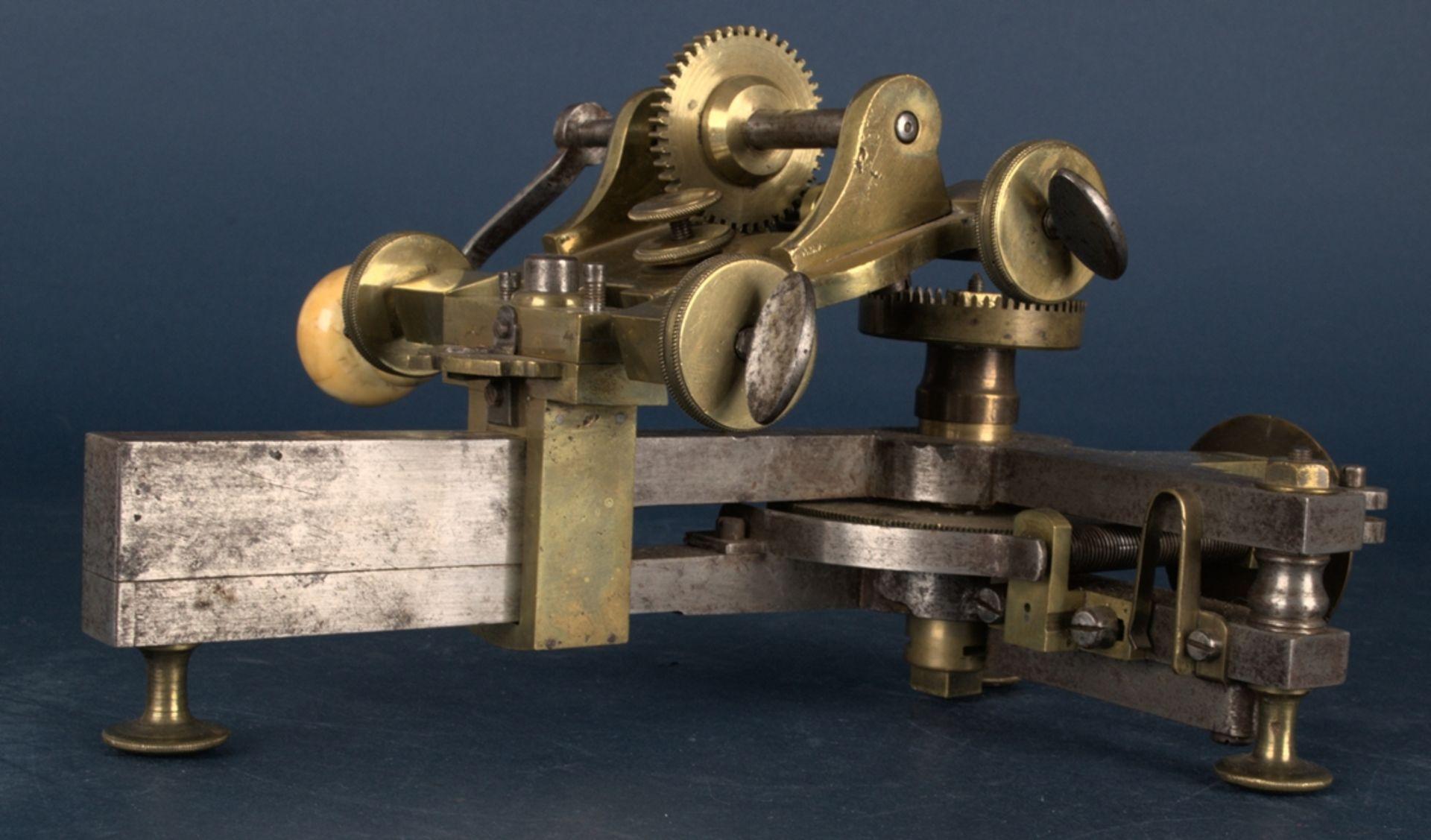 Zahnradfräsmaschine/Zahnräderschneidemaschine, frühes Uhrmacherwerkzeug, deutsch Mitte 18. Jhd., - Bild 19 aus 29