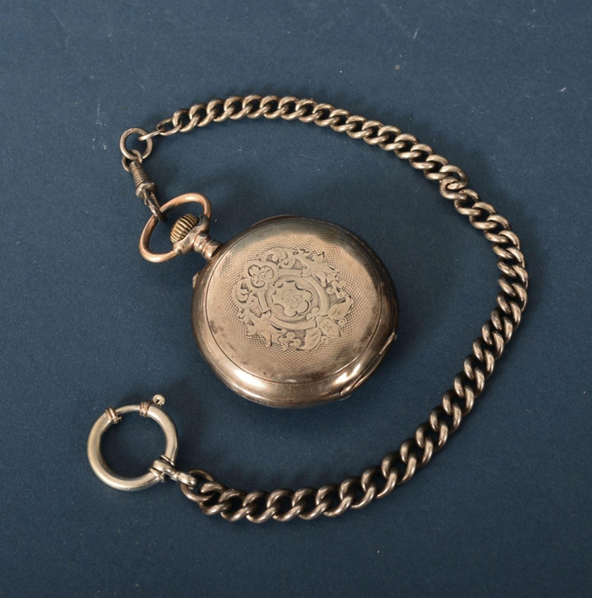 Silberne Taschenuhr an Uhrenkette (Länge ca. 27 cm), beides 800er Silber, ungeprüft (Durchmesser der - Bild 6 aus 7