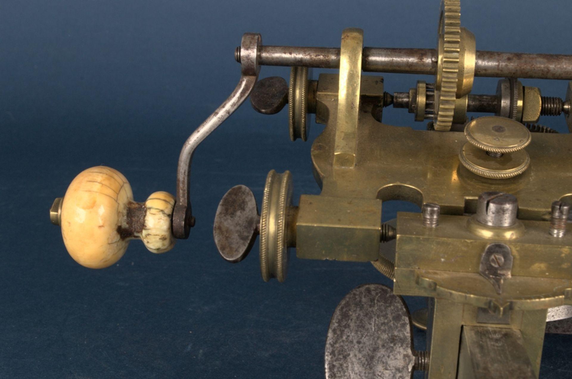 Zahnradfräsmaschine/Zahnräderschneidemaschine, frühes Uhrmacherwerkzeug, deutsch Mitte 18. Jhd., - Bild 7 aus 29