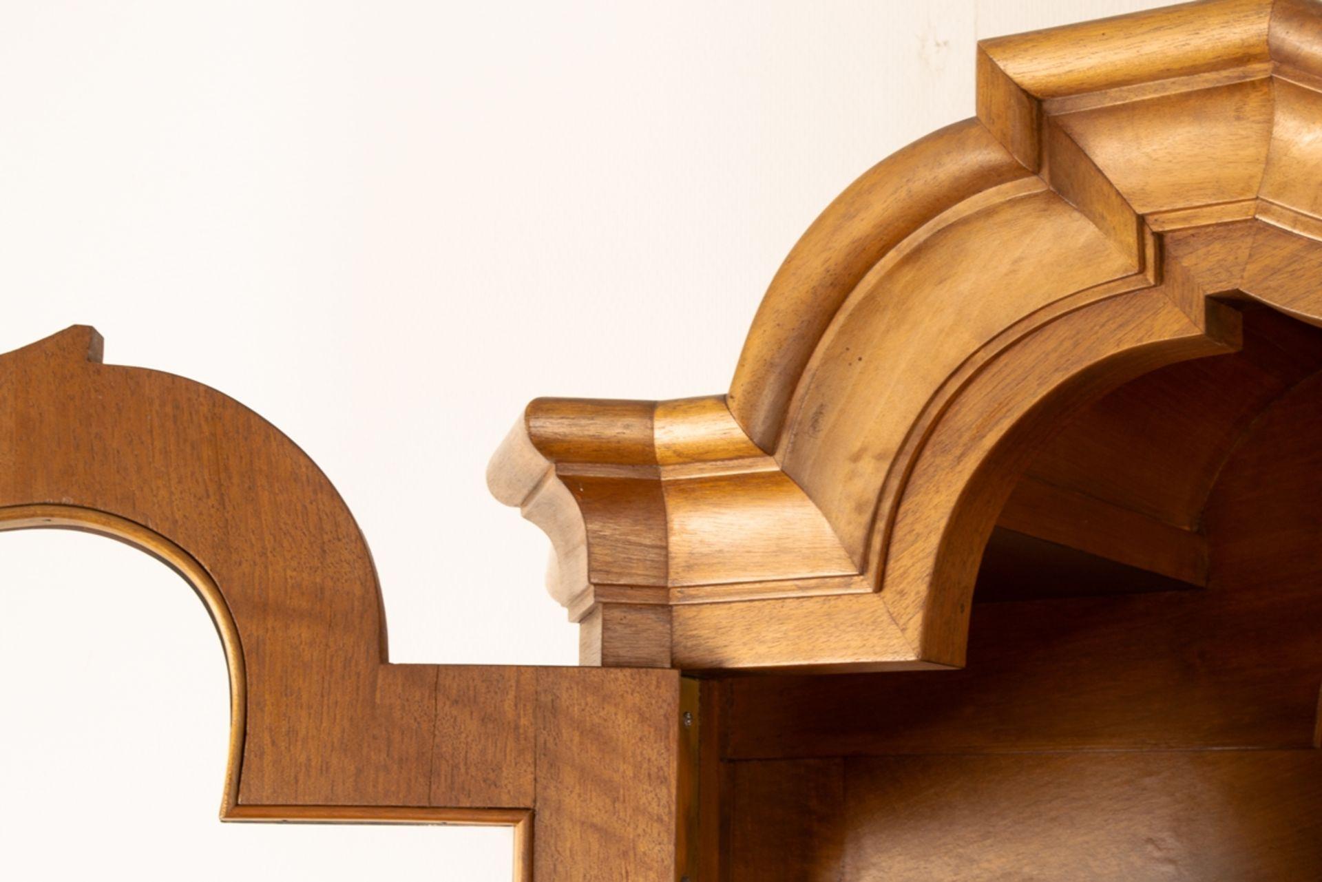 Großer, zweitüriger Bücherschrank, Barockstil, 2. Drittel 20. Jhd., Nussbaum massiv & furniert, - Bild 5 aus 10