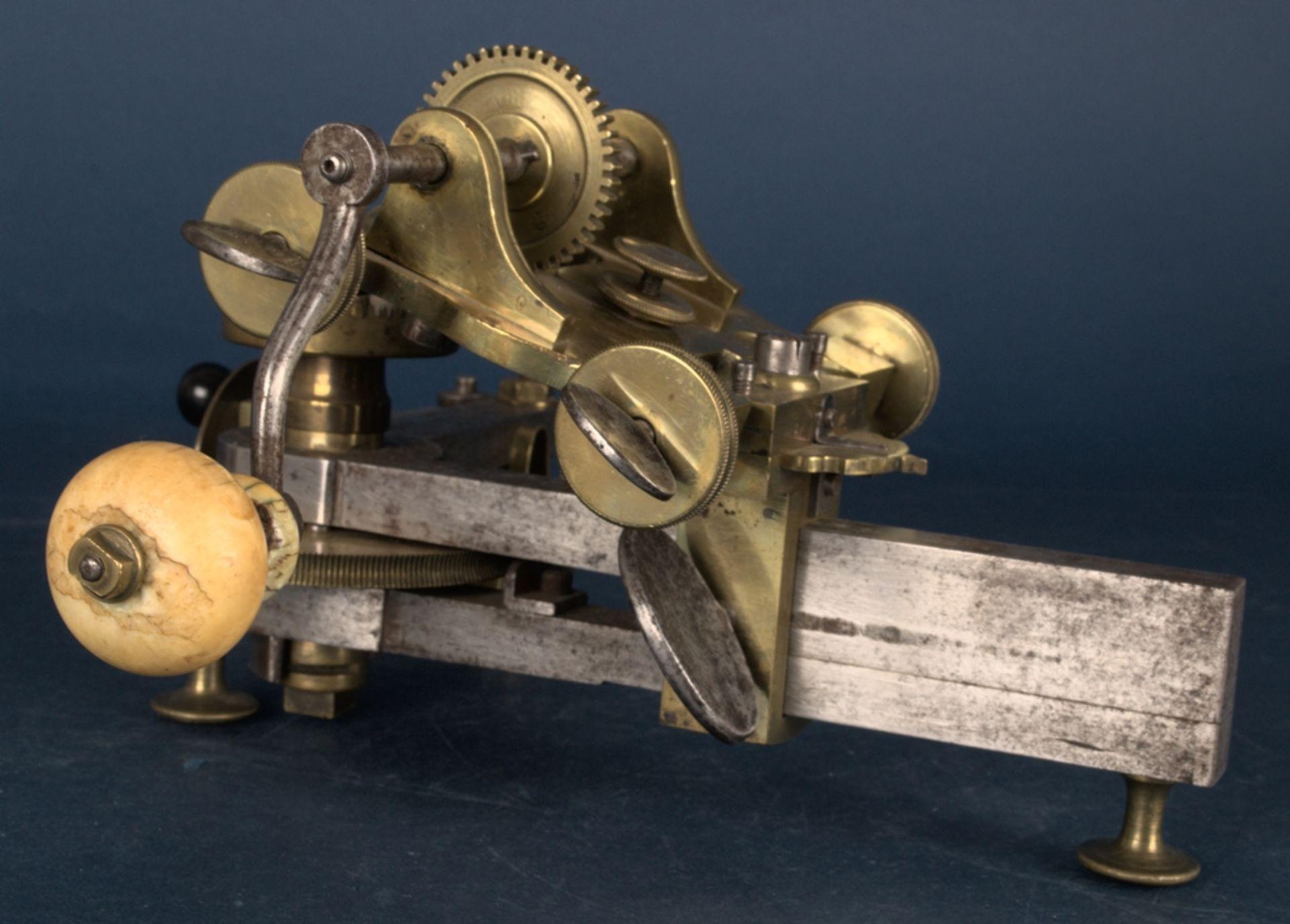Zahnradfräsmaschine/Zahnräderschneidemaschine, frühes Uhrmacherwerkzeug, deutsch Mitte 18. Jhd., - Bild 9 aus 29