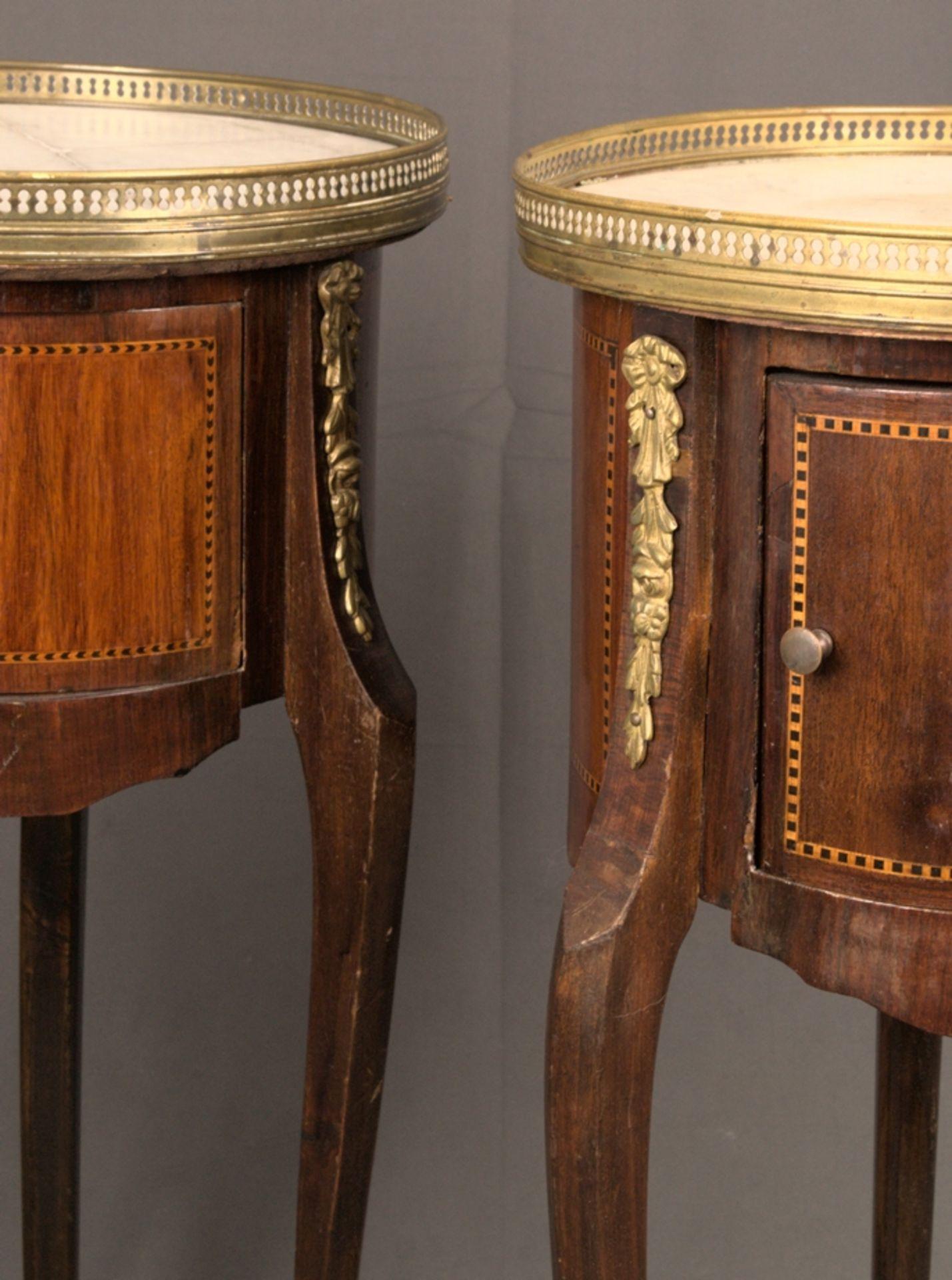 Paar eleganter, dreibeiniger Beistelltische sog. Gueridons, Frankreich 19./20. Jhd. Eintüriger - Bild 6 aus 19