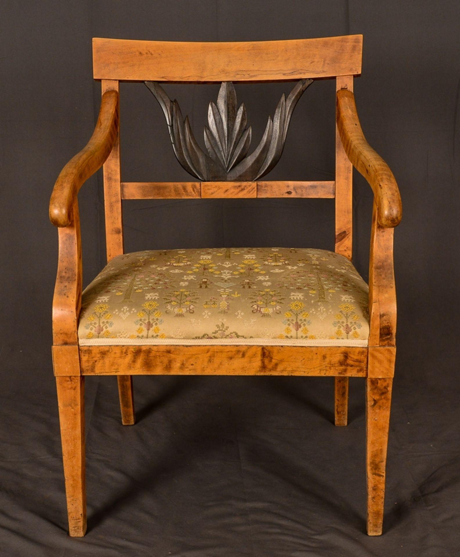 Antiker Armlehnstuhl, skandinavisches Biedermeier um 1830, Birke, Rückenlehne mit ebonisierter