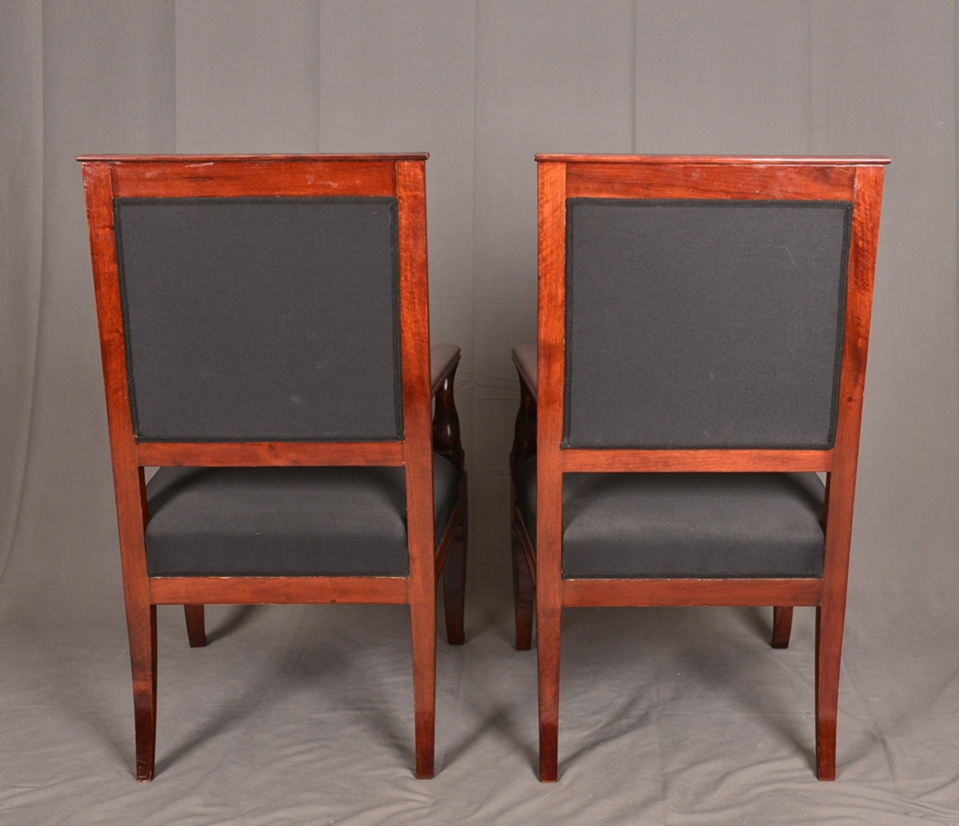 Paar Armlehnstühle. Empire-Stil, Mahagoni, aufwändig mit Messingapplikationen verziert. Vor - Bild 7 aus 9