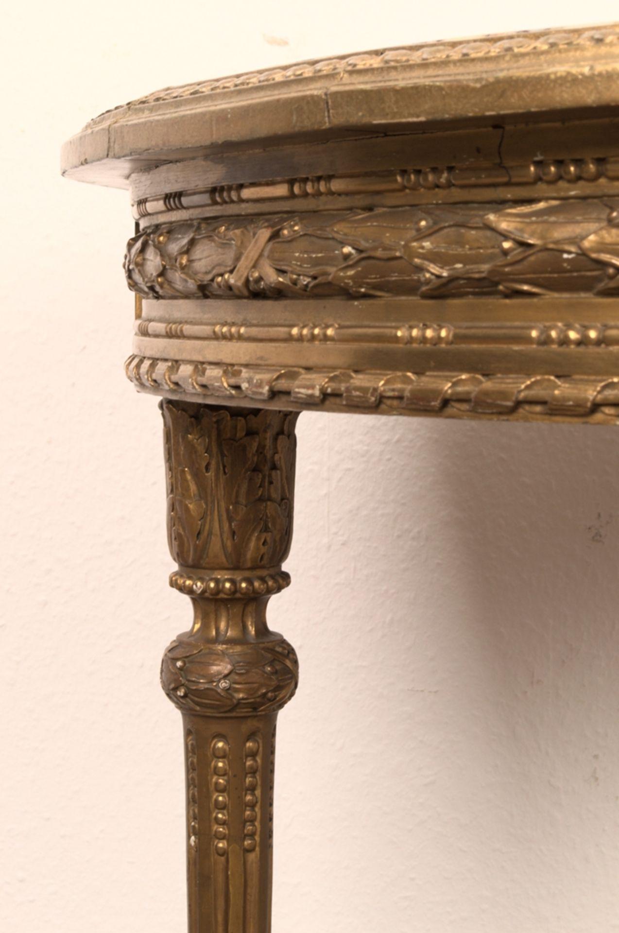 Runder Salontisch, Louis XVI-Stil, Frankreich um 1890. Aufwändig beschnitztes, kanneliertes - Bild 4 aus 12