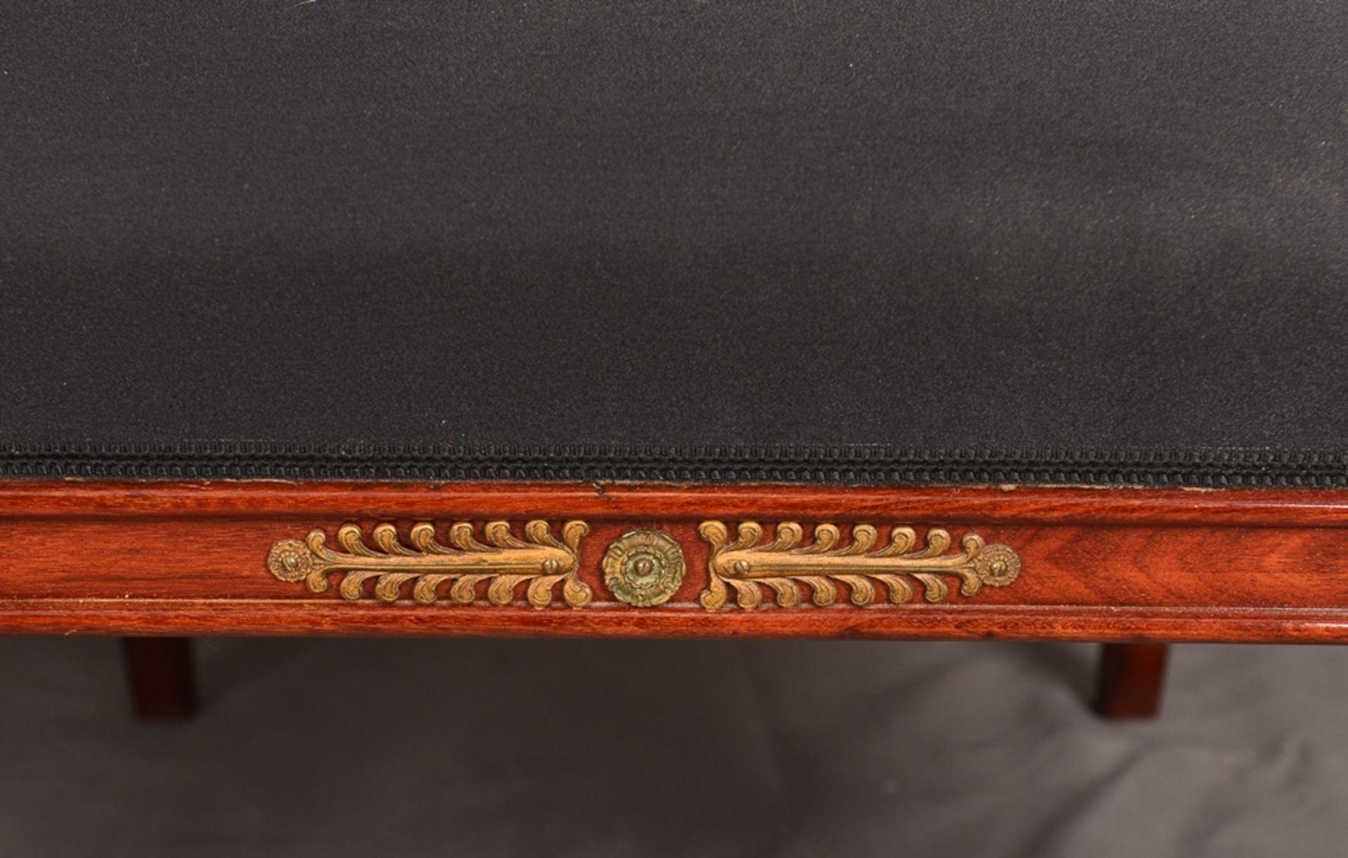 Paar Armlehnstühle. Empire-Stil, Mahagoni, aufwändig mit Messingapplikationen verziert. Vor - Bild 5 aus 9