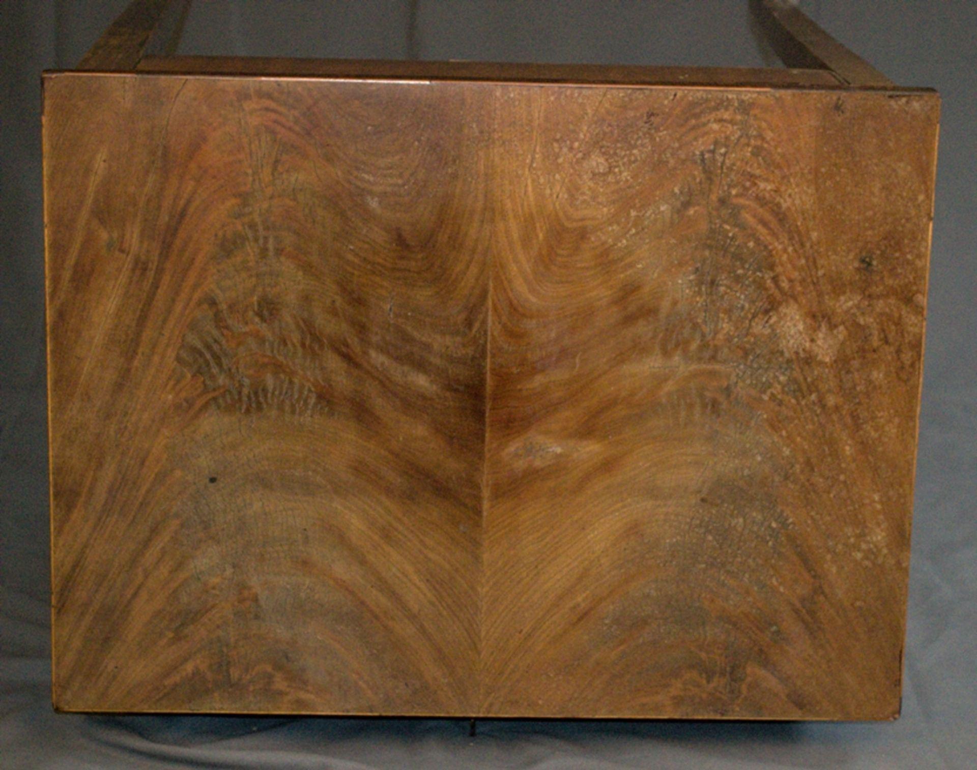 Eleganter Nähtisch/Beistelltisch. Biedermeier um 1820/30. Nussbaum massiv & furniert, teilweise - Bild 13 aus 14