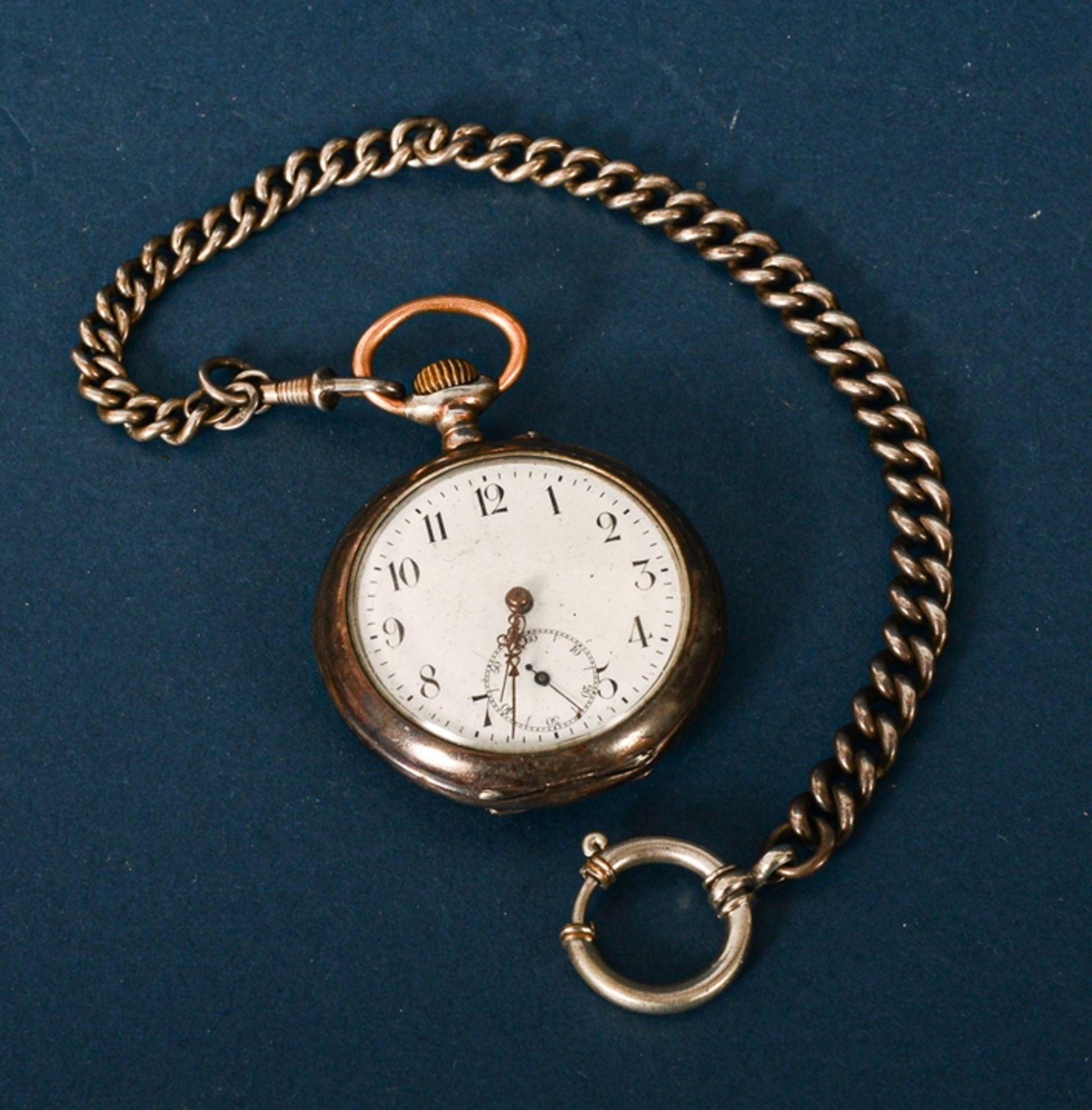 Silberne Taschenuhr an Uhrenkette (Länge ca. 27 cm), beides 800er Silber, ungeprüft (Durchmesser der