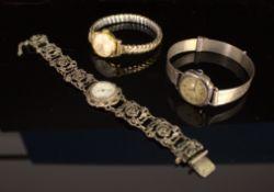 3 teiliges Konvolut versch. älterer/ antiker Damenarmbanduhren, 2x Silber & 1x vergoldetes
