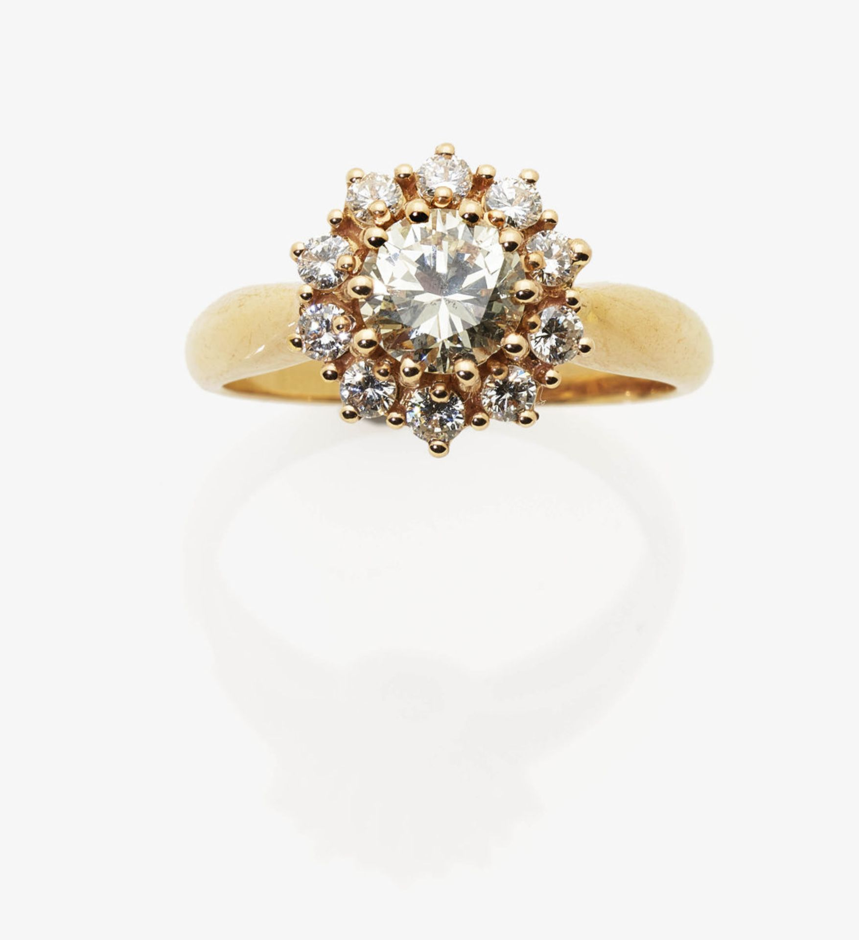 Los 1050 - A Diamond Cluster Ring