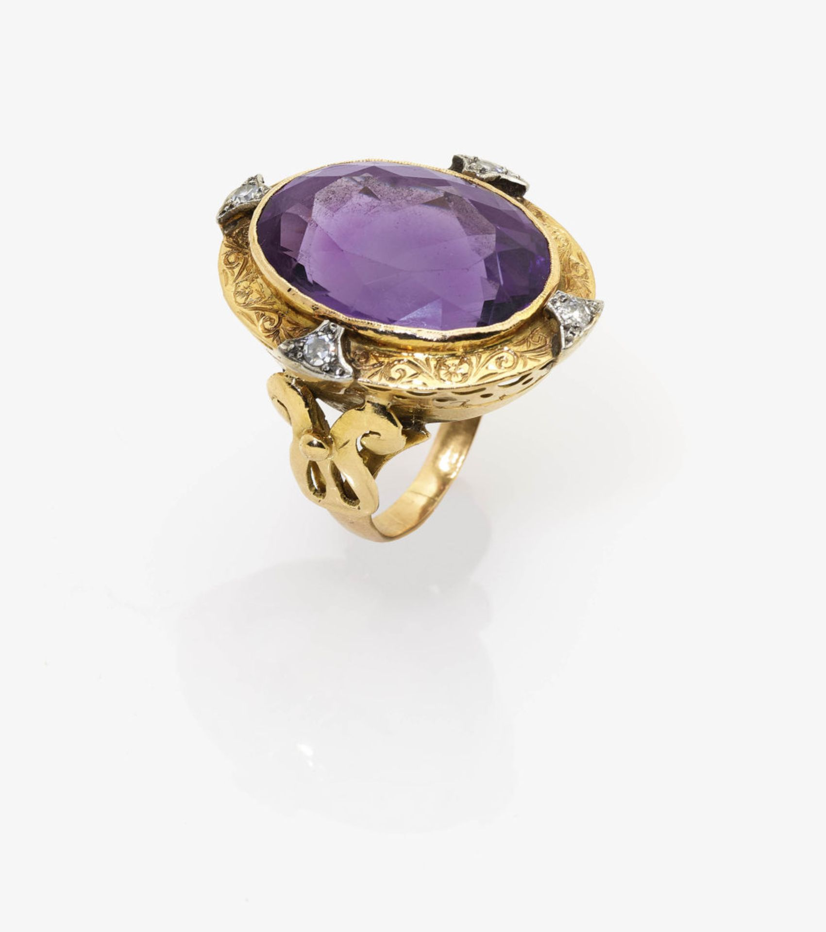 Los 1027 - An Amethyst and Diamond Plaque Ring
