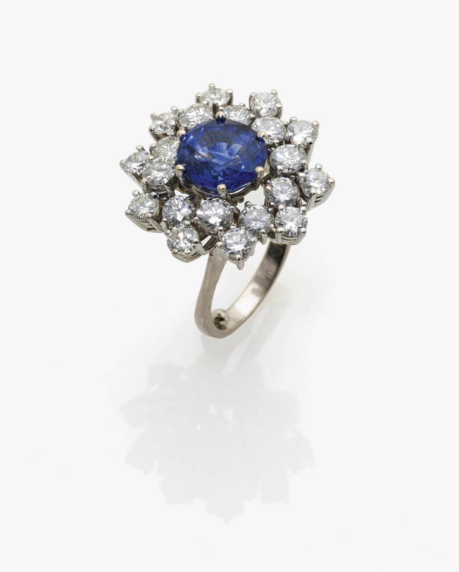 Los 1035 - A Sapphire and Diamond Cluster Ring