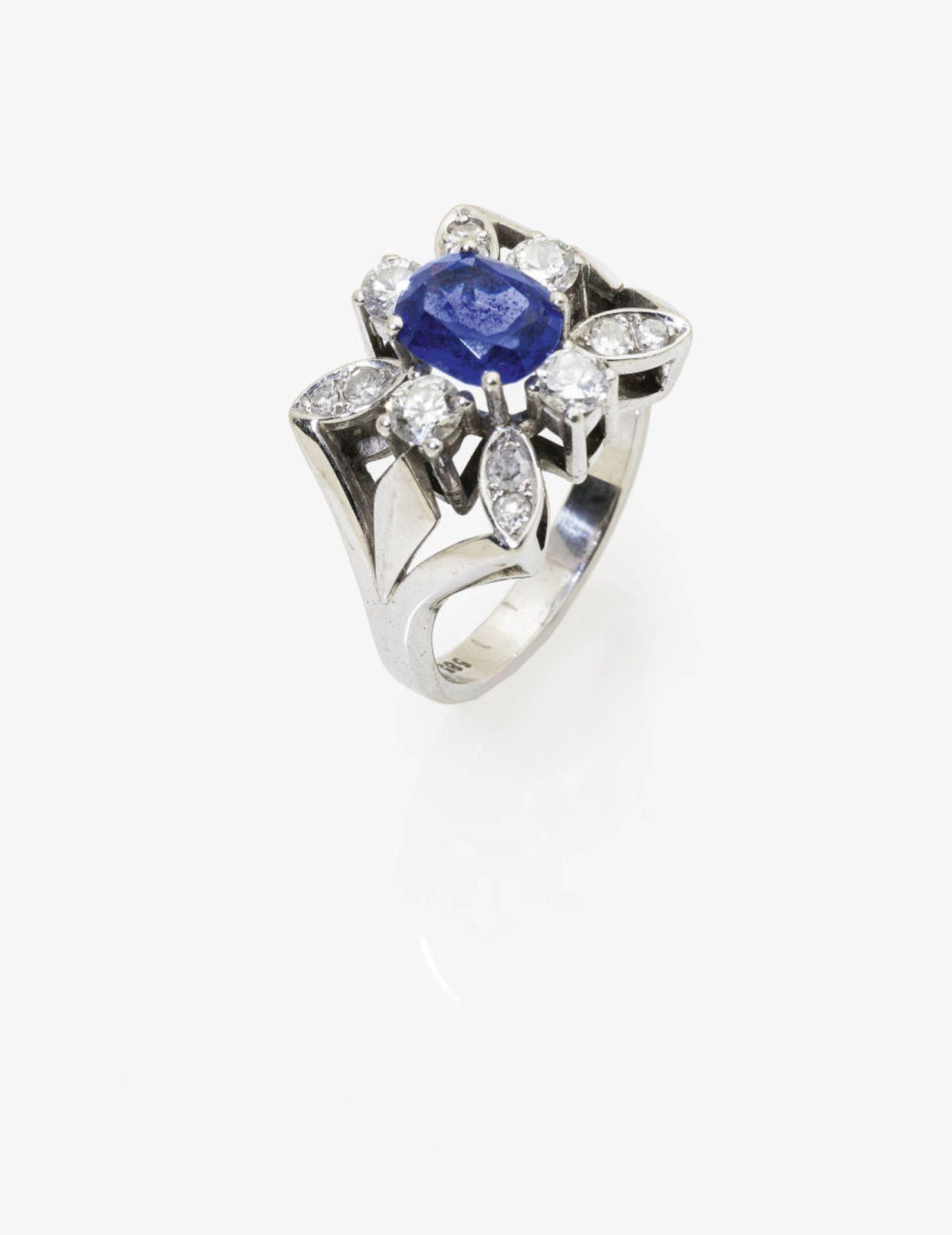 Los 1034 - A Tanzanite and Diamond Ring